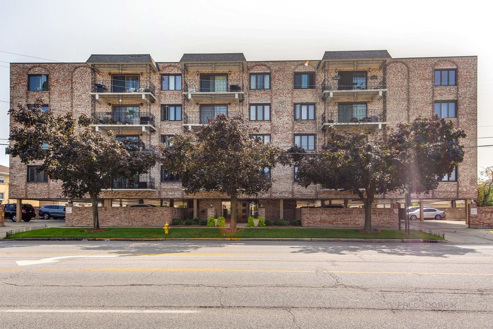 7525 W Lawrence Avenue #203, Harwood Heights, IL 60706 - #: 10906013