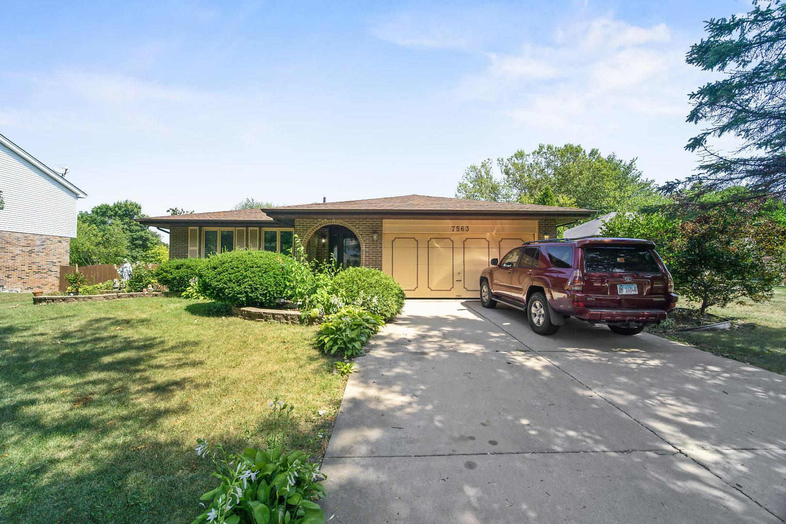 7563 Cambridge Road, Darien, IL 60561 - #: 11047031