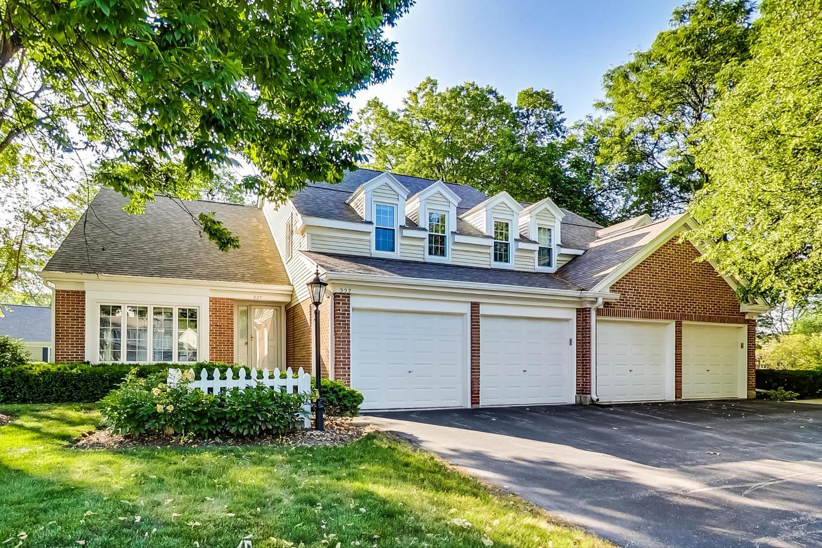 227 COUNTRY CLUB Drive, Prospect Heights, IL 60070 - #: 11077043