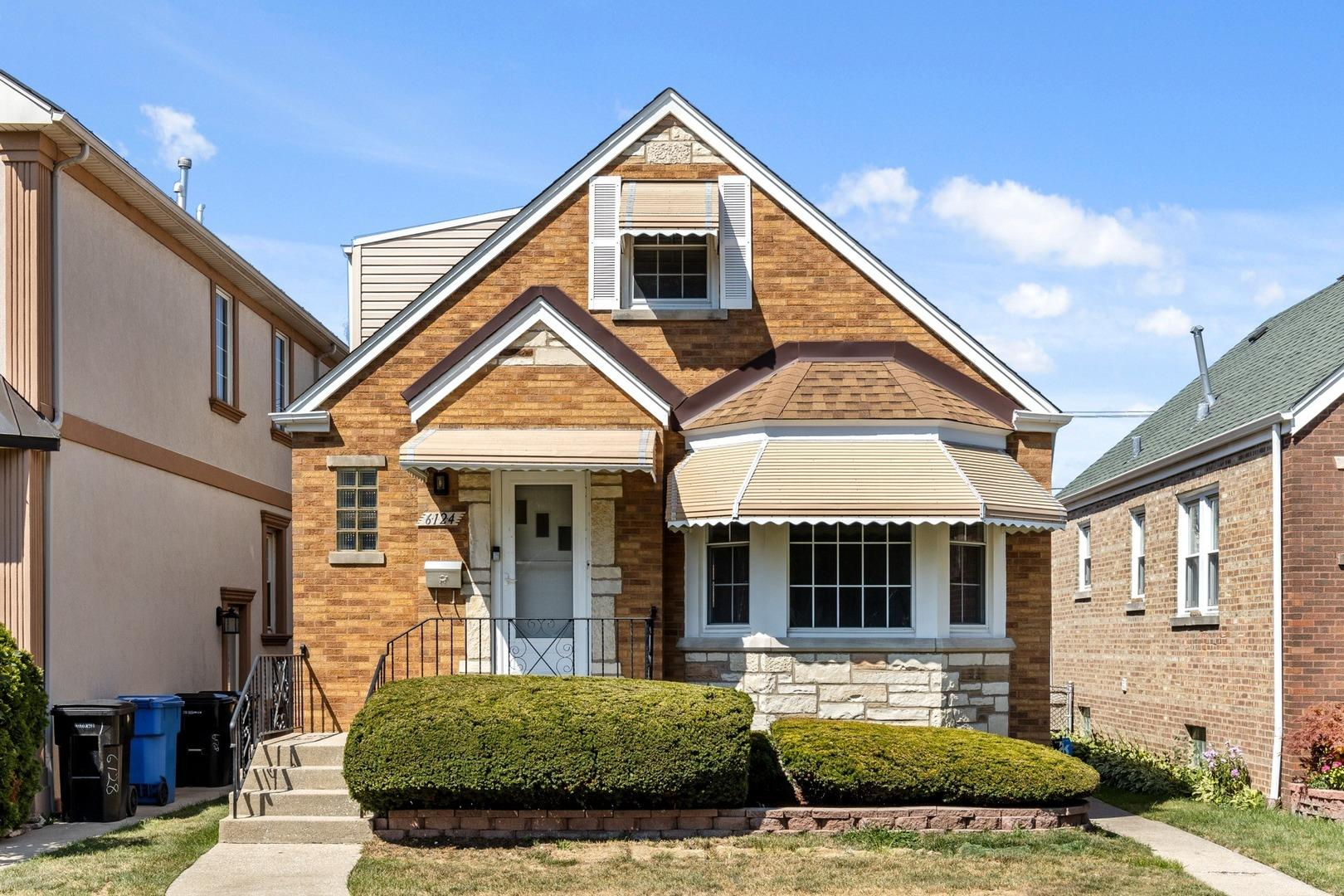 6124 W Lawrence Avenue, Chicago, IL 60630 - #: 10837059