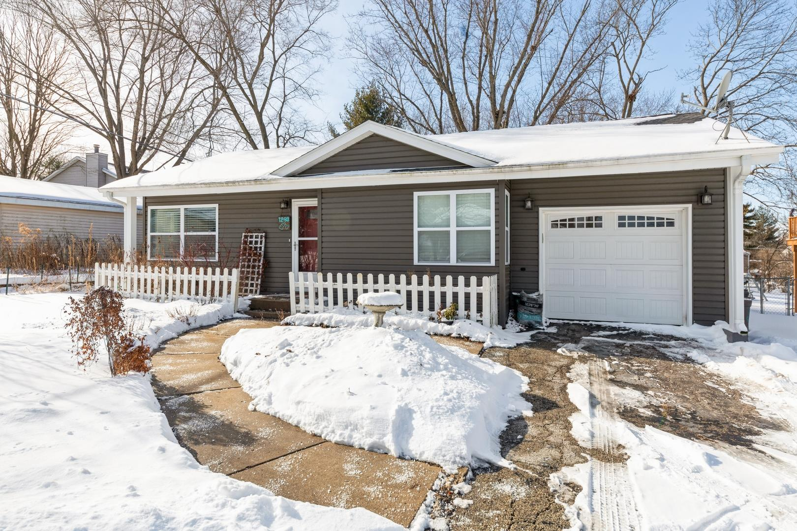 1203 Birch Street, Lake in the Hills, IL 60156 - #: 10984070
