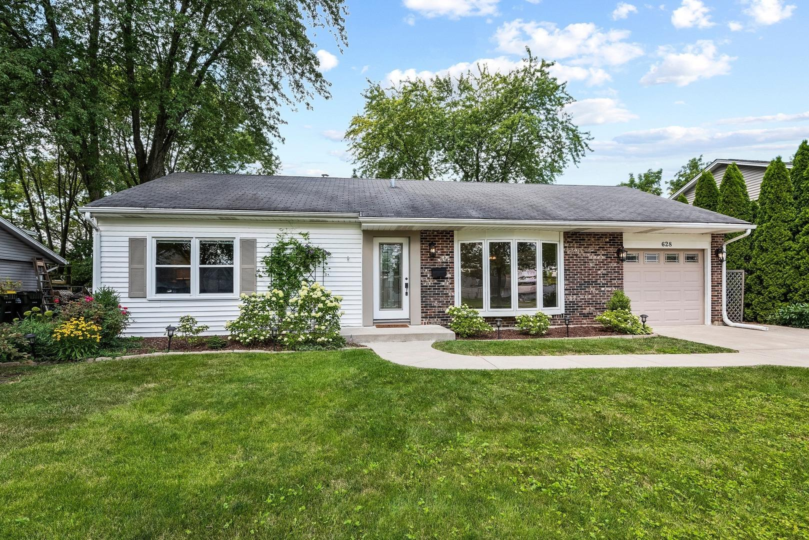 628 Springfield Drive, Roselle, IL 60172 - #: 10812087