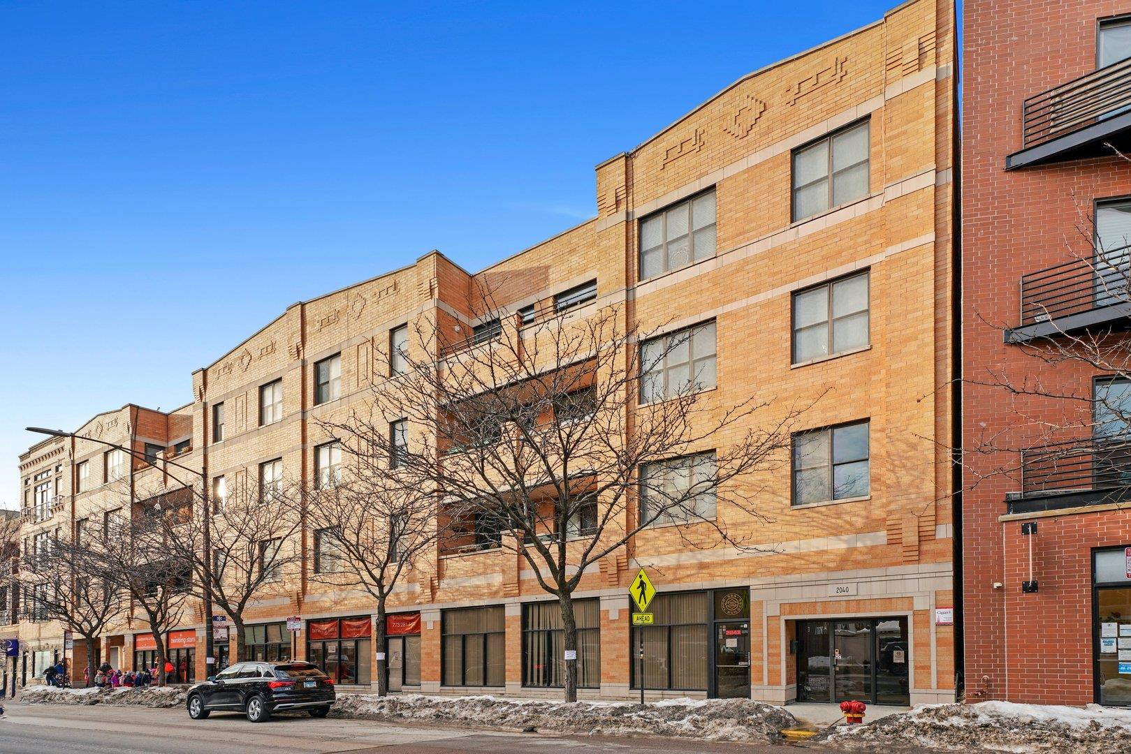 2040 W Belmont Avenue #304, Chicago, IL 60618 - #: 11004106