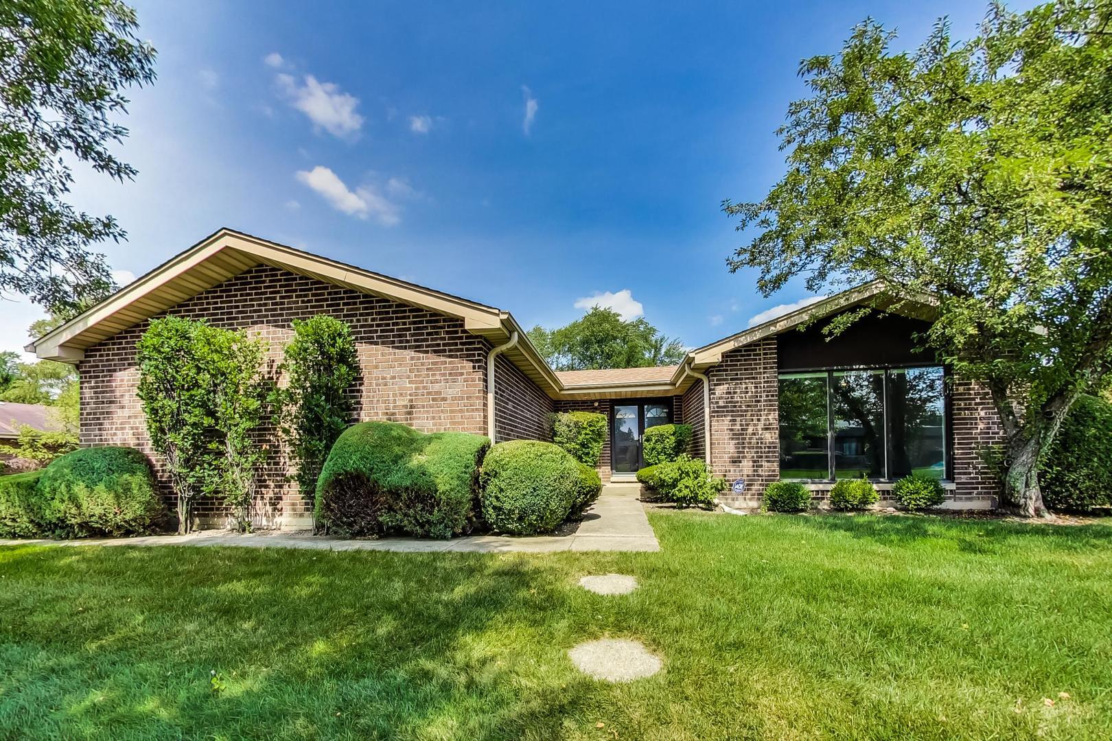 2320 Greenwood Road, Northbrook, IL 60062 - #: 10842141