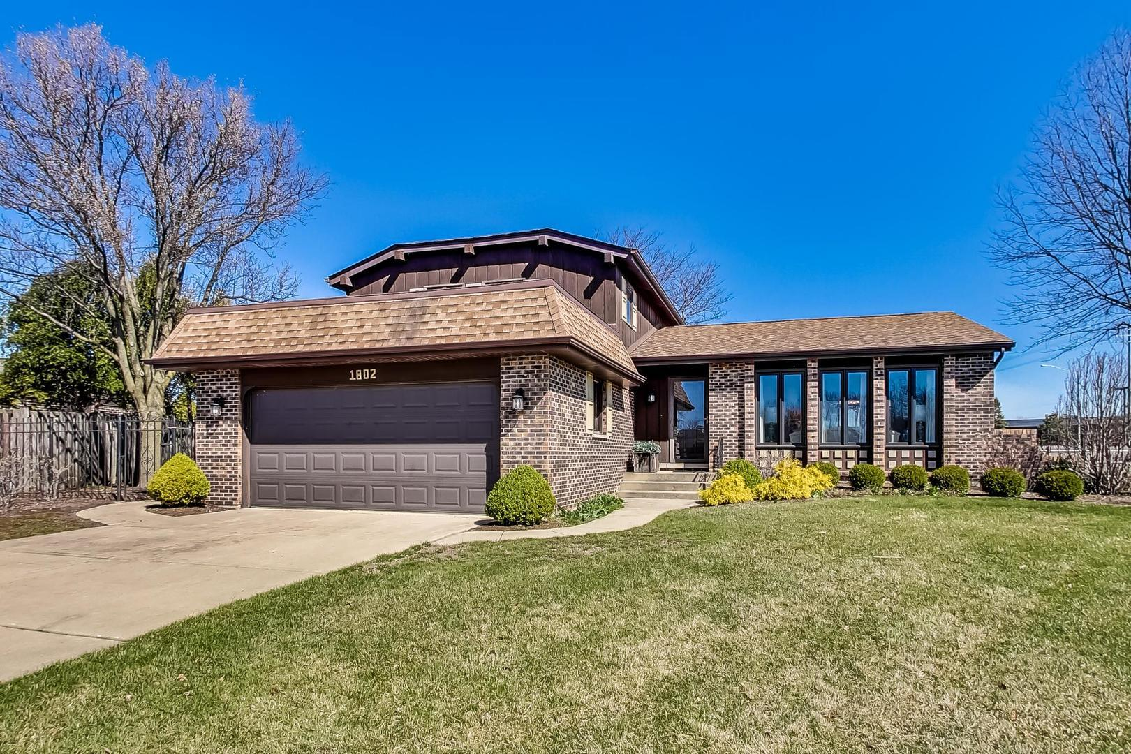 1802 Kings Point Drive N, Addison, IL 60101 - #: 11047148