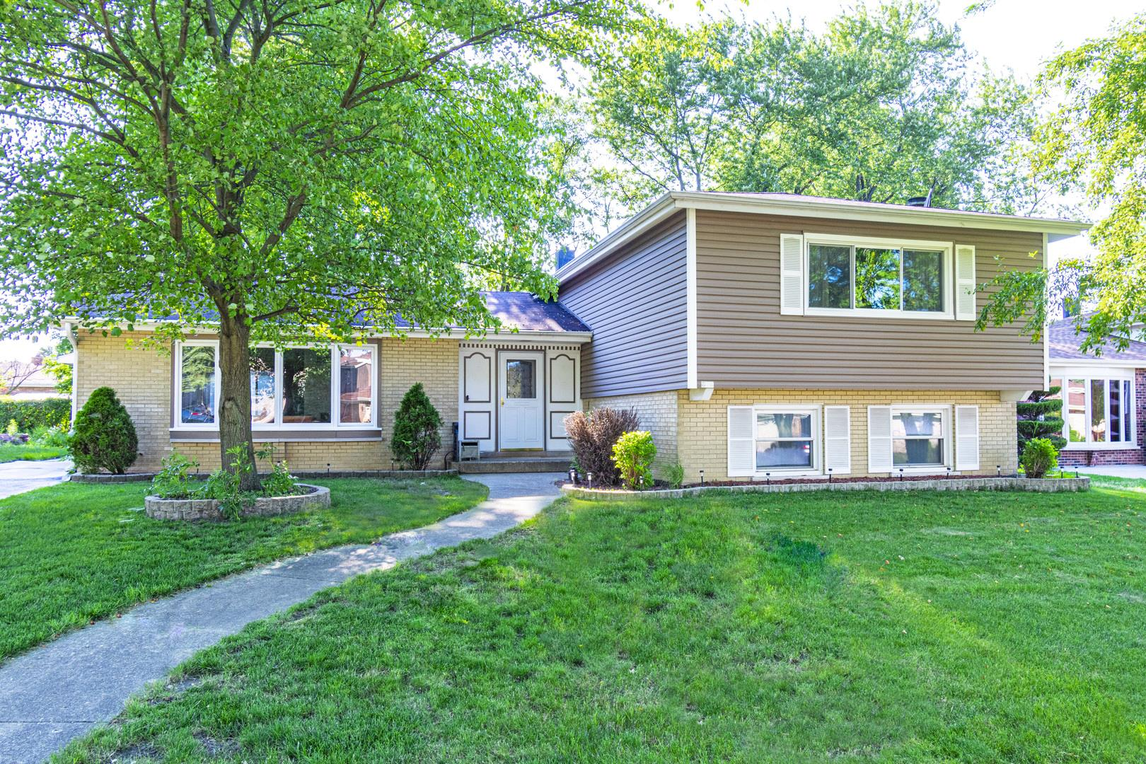 818 Kings Point Drive E, Addison, IL 60101 - #: 10771151