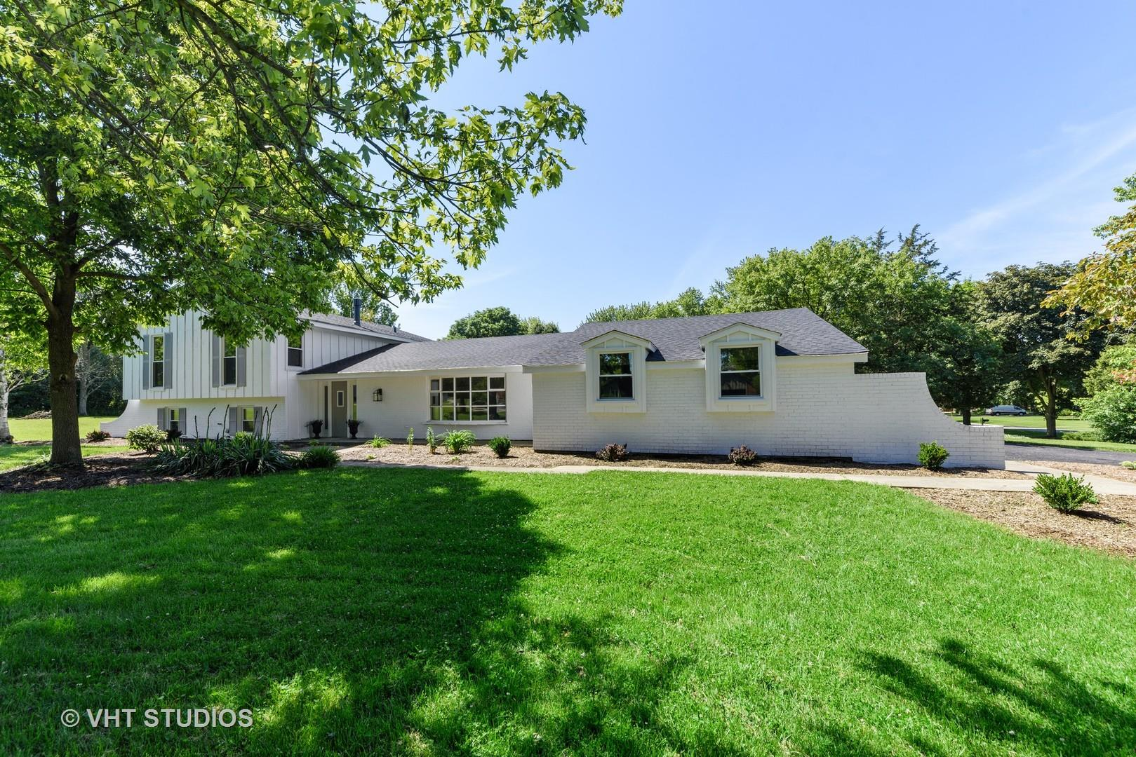 19 Golfview Lane, Lake Barrington, IL 60010 - #: 10886162