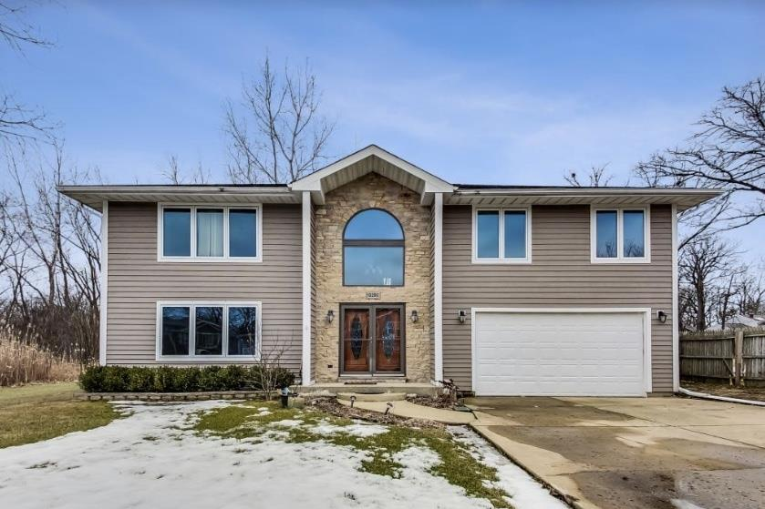 520 Quassey Avenue, Lake Bluff, IL 60044 - #: 10910188