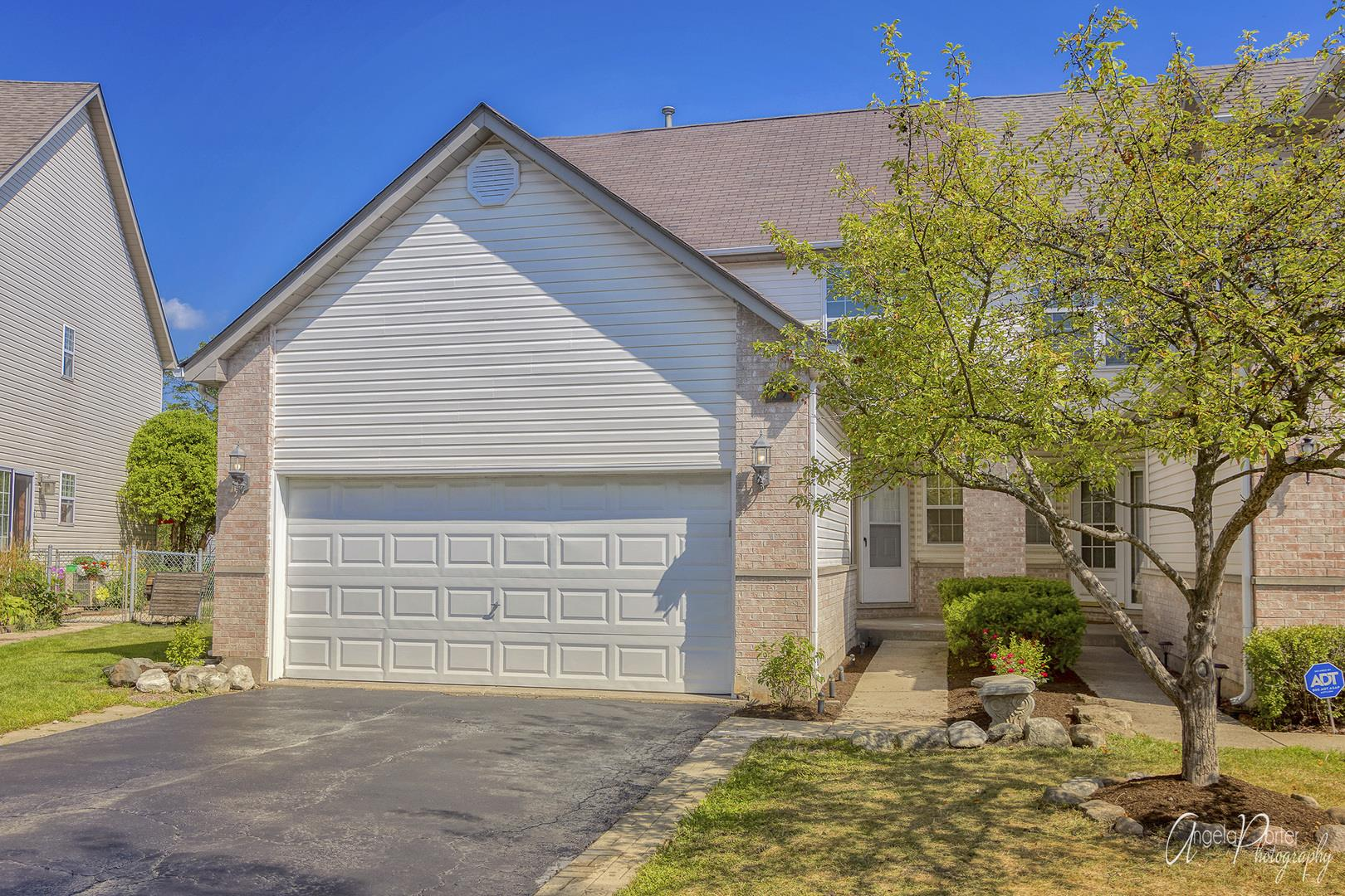 1090 Viewpoint Drive, Lake in the Hills, IL 60156 - #: 10810194