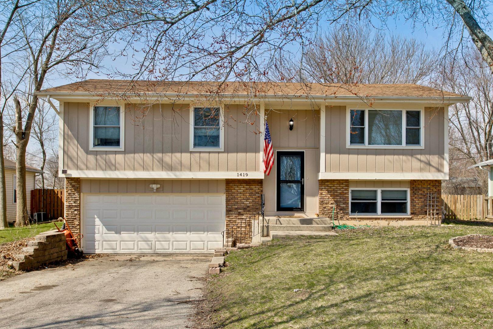1419 Adams Street, Lake in the Hills, IL 60156 - #: 10686213