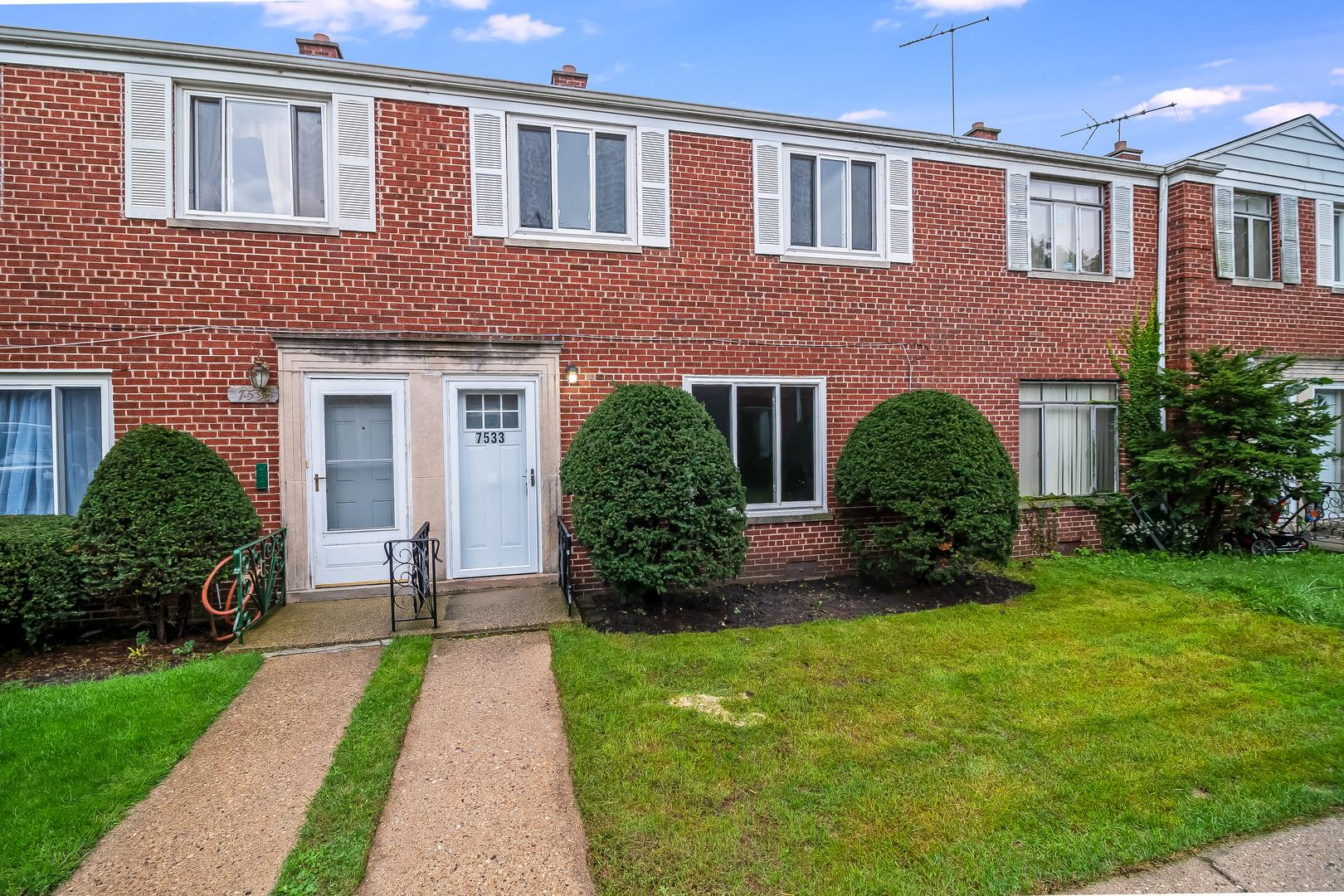 7533 N Bell Avenue, Chicago, IL 60645 - #: 10529226