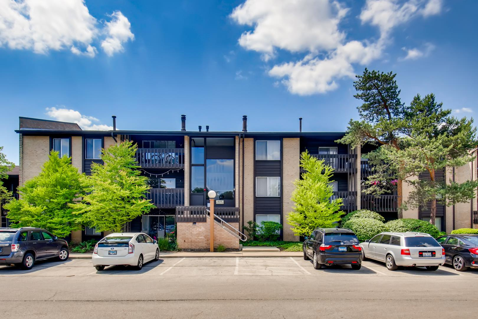 6177 Knoll Wood Road #201, Willowbrook, IL 60527 - #: 10878235