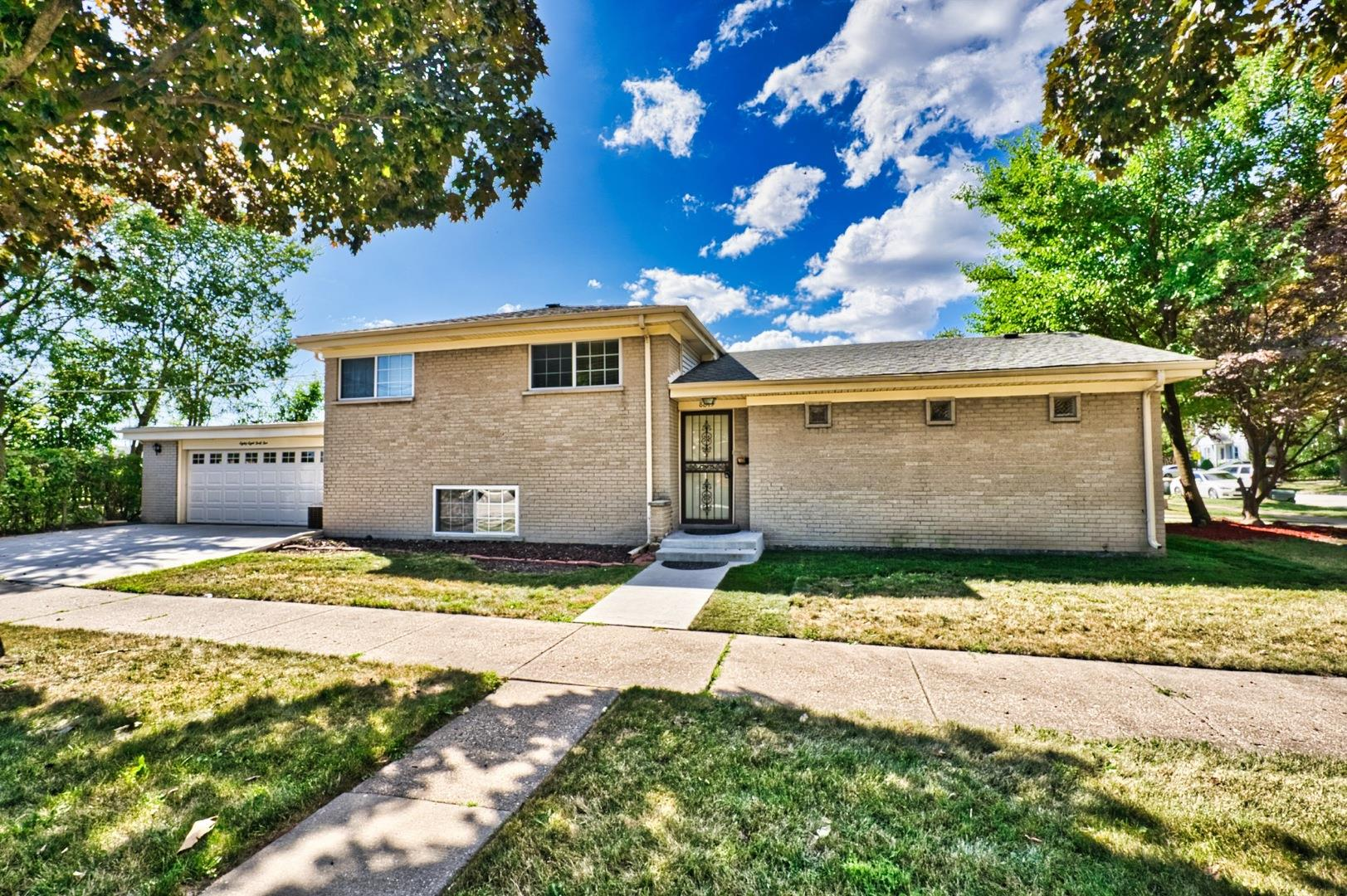8845 SAYRE Avenue, Morton Grove, IL 60053 - #: 10824240