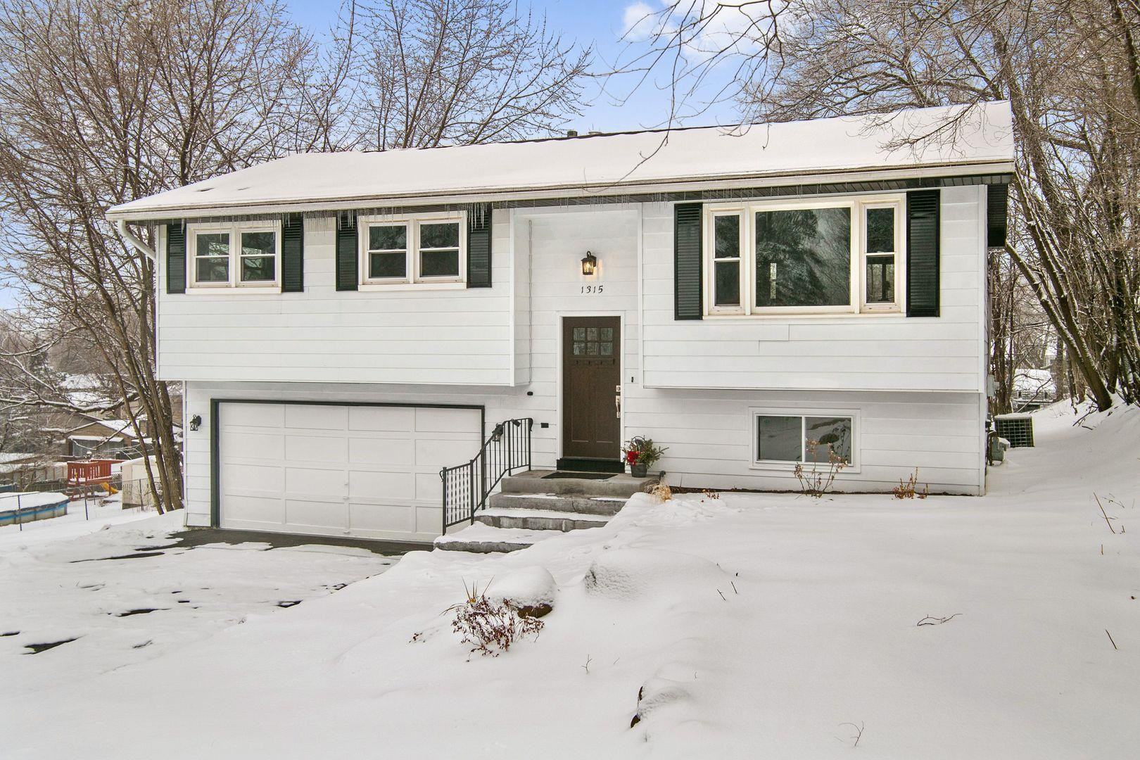 1315 Monroe Street, Lake in the Hills, IL 60156 - #: 10967249