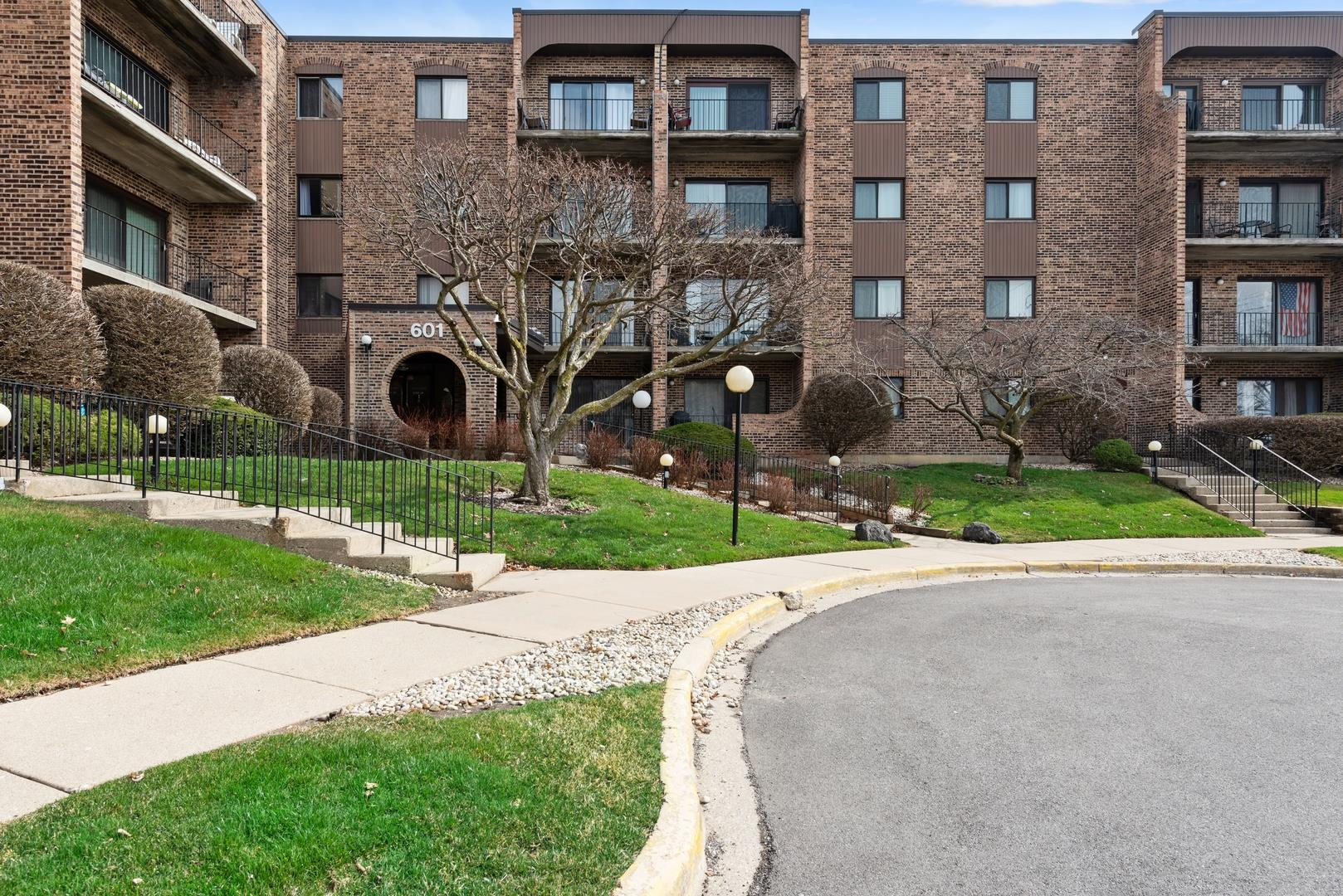 601 W Huntington Commons Road #405, Mount Prospect, IL 60056 - #: 11035255