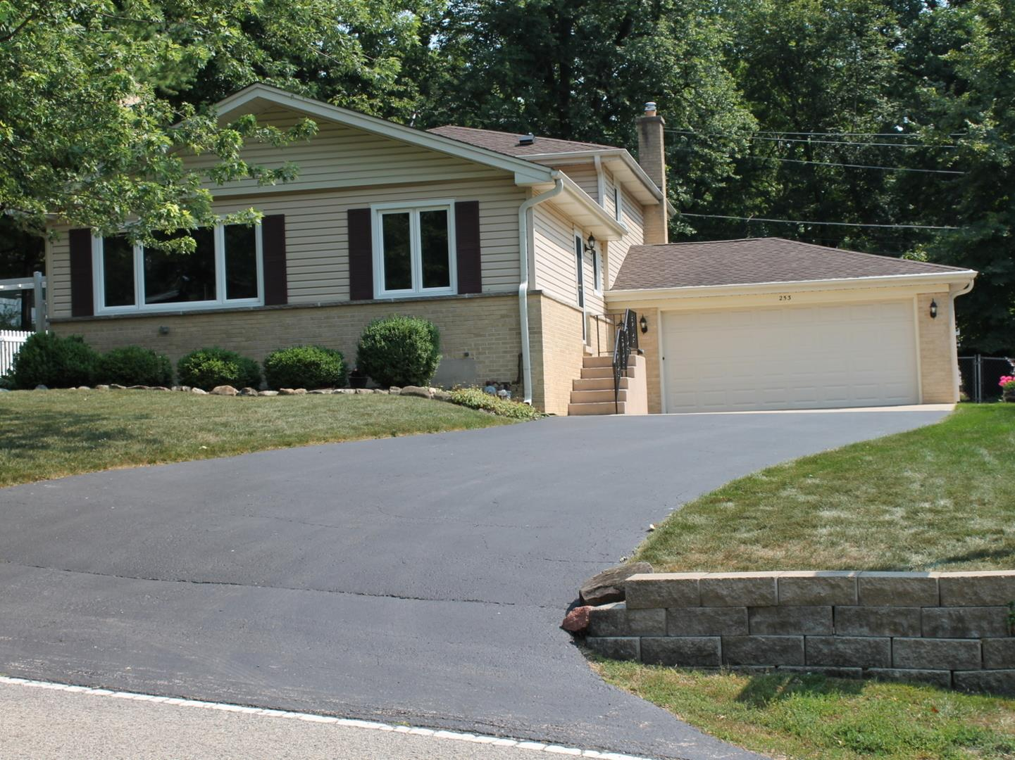 253 Indian Trail, Lake in the Hills, IL 60156 - #: 11169255