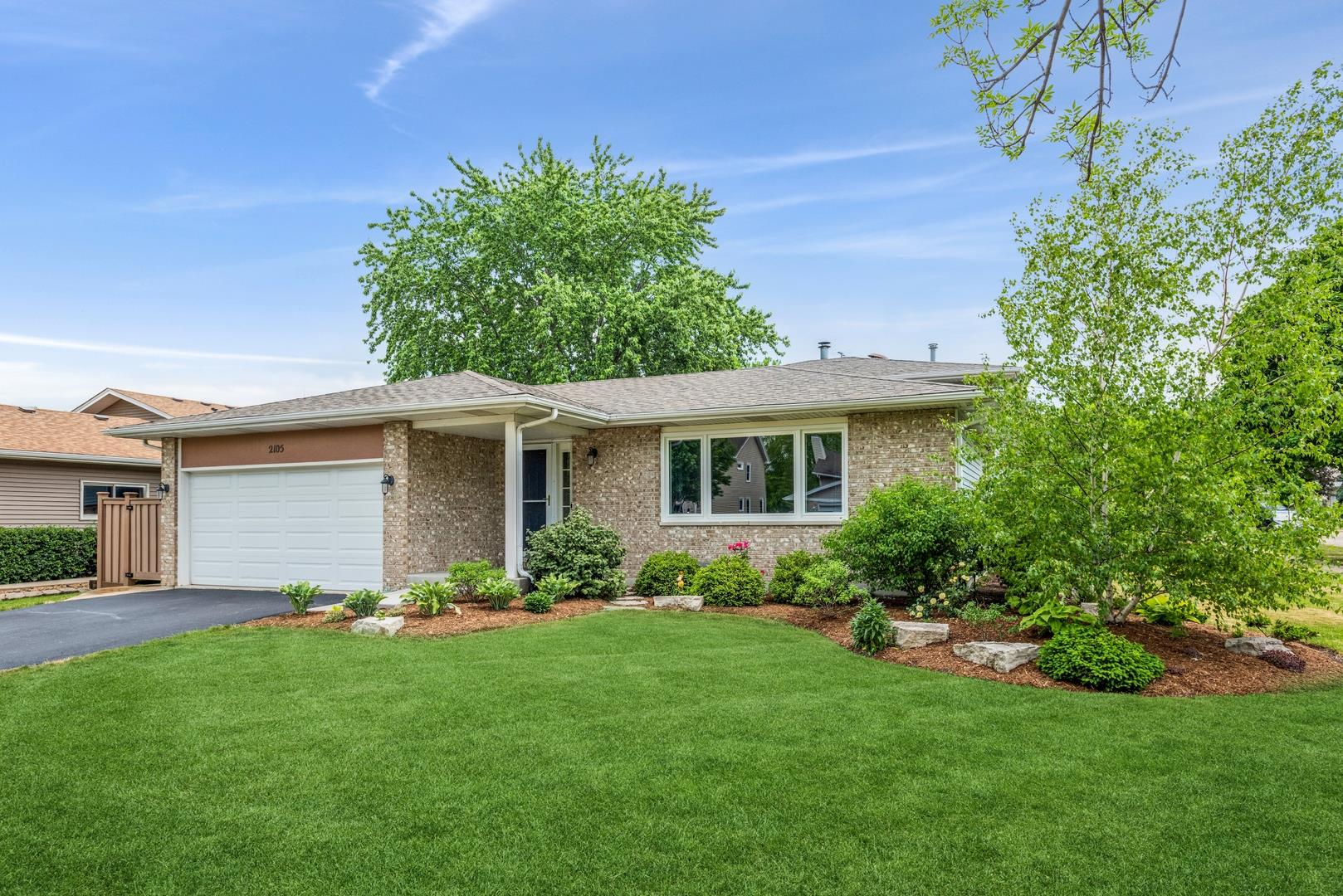 2105 MULBERRY Drive, West Chicago, IL 60185 - #: 11112317
