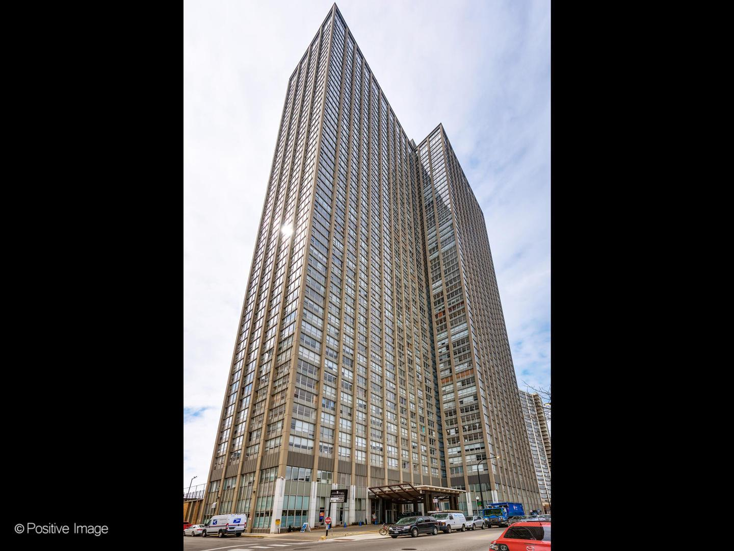 655 W Irving Park Road #2404, Chicago, IL 60613 - #: 11060319