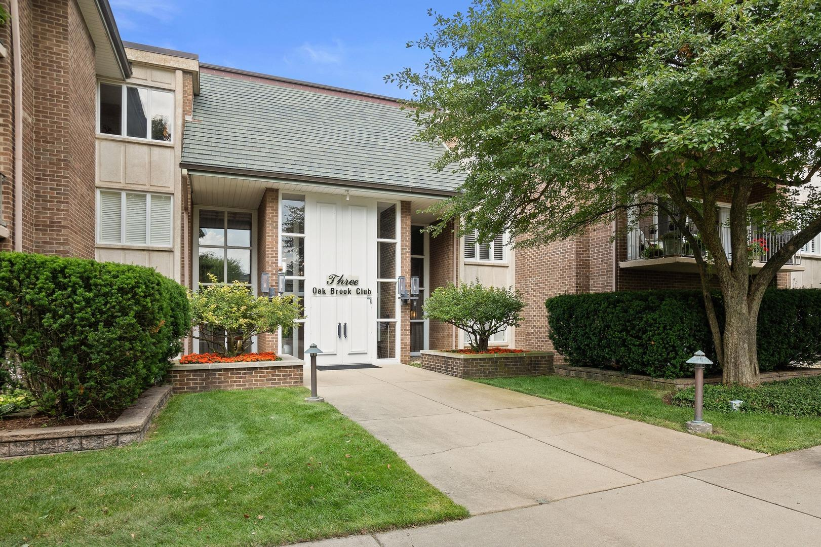 3 Oak Brook Club Drive #E307, Oak Brook, IL 60523 - #: 10480325