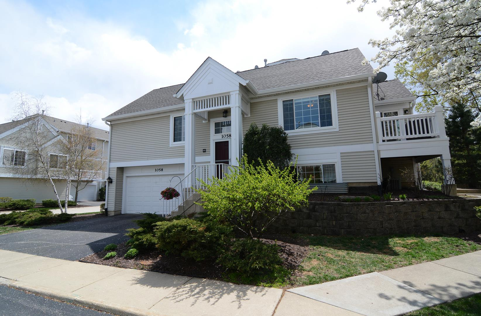 1058 MAYFIELD Drive #1058, Glendale Heights, IL 60139 - #: 11063332