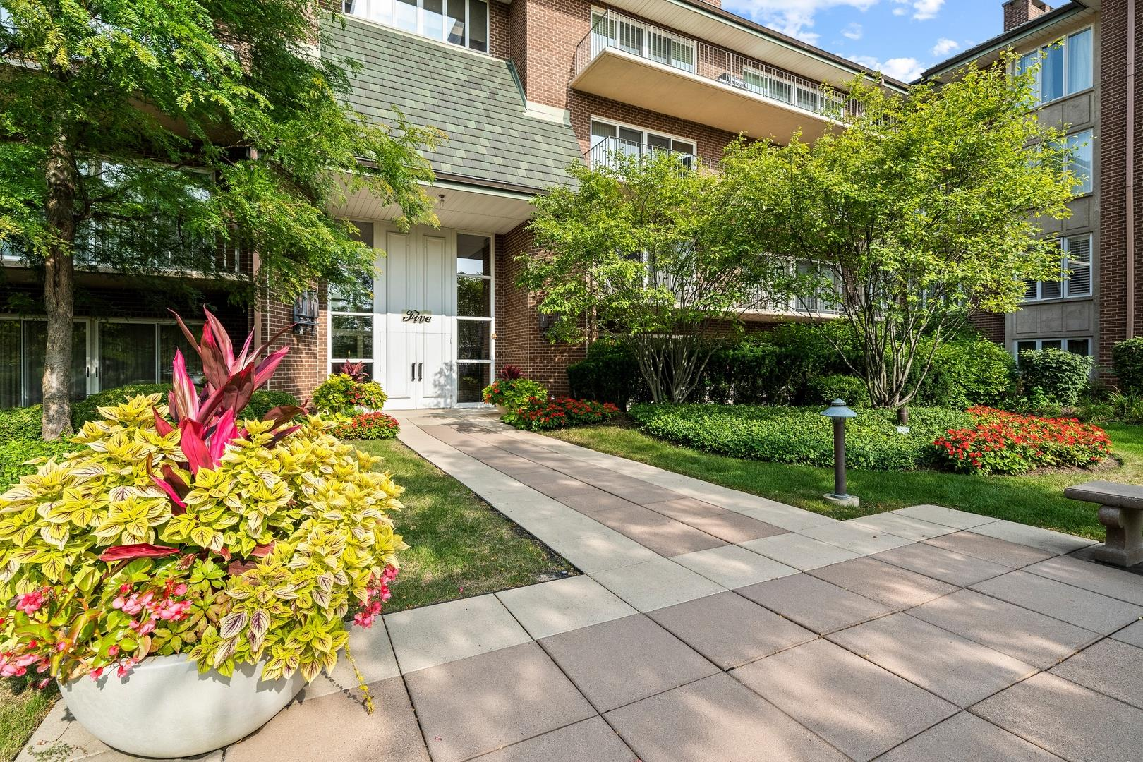 5 Oak Brook Club Drive #S306, Oak Brook, IL 60523 - #: 10860347