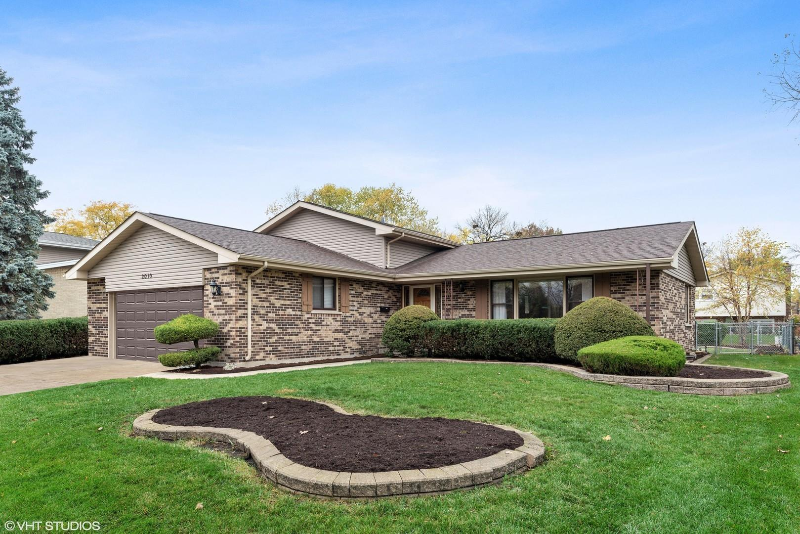 2010 E Crabtree Drive, Arlington Heights, IL 60004 - #: 10913356