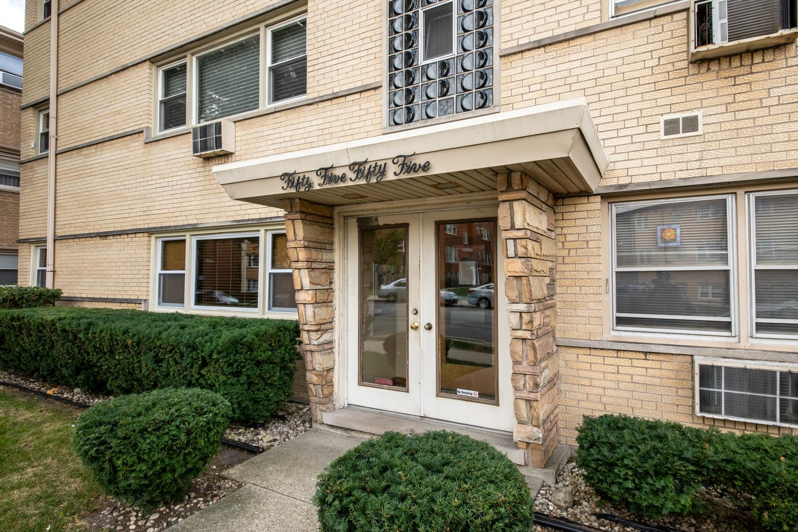 5555 W Higgins Avenue #4, Chicago, IL 60630 - #: 10889361