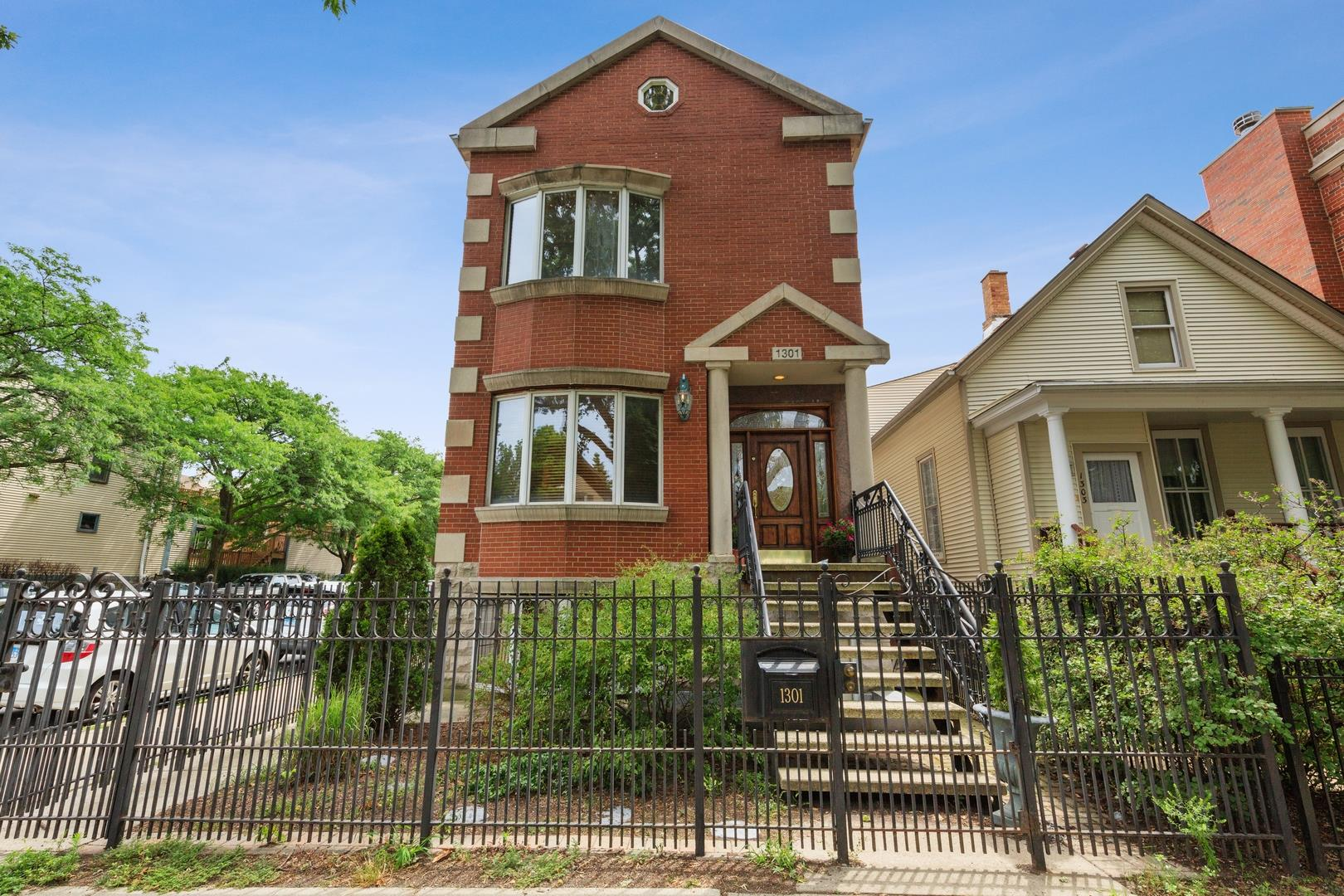 1301 W Wellington Avenue, Chicago, IL 60657 - #: 10915361