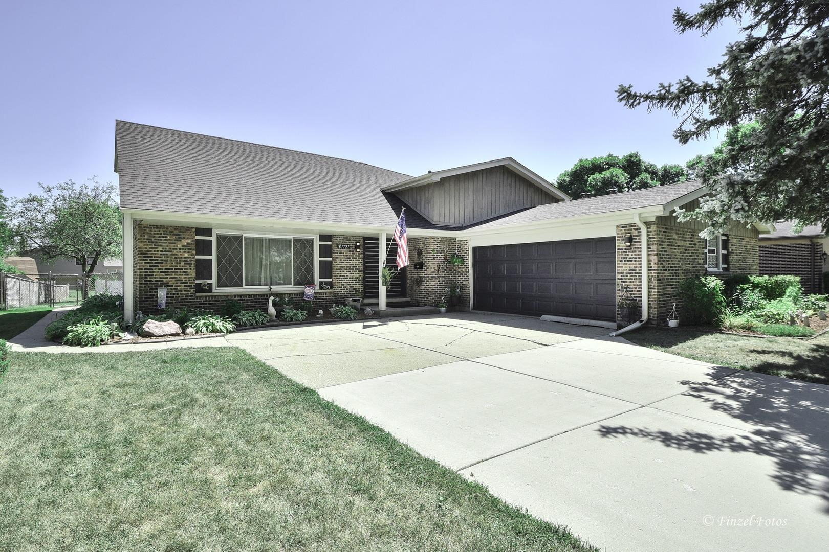 1727 E Waverly Court, Arlington Heights, IL 60004 - #: 10827385