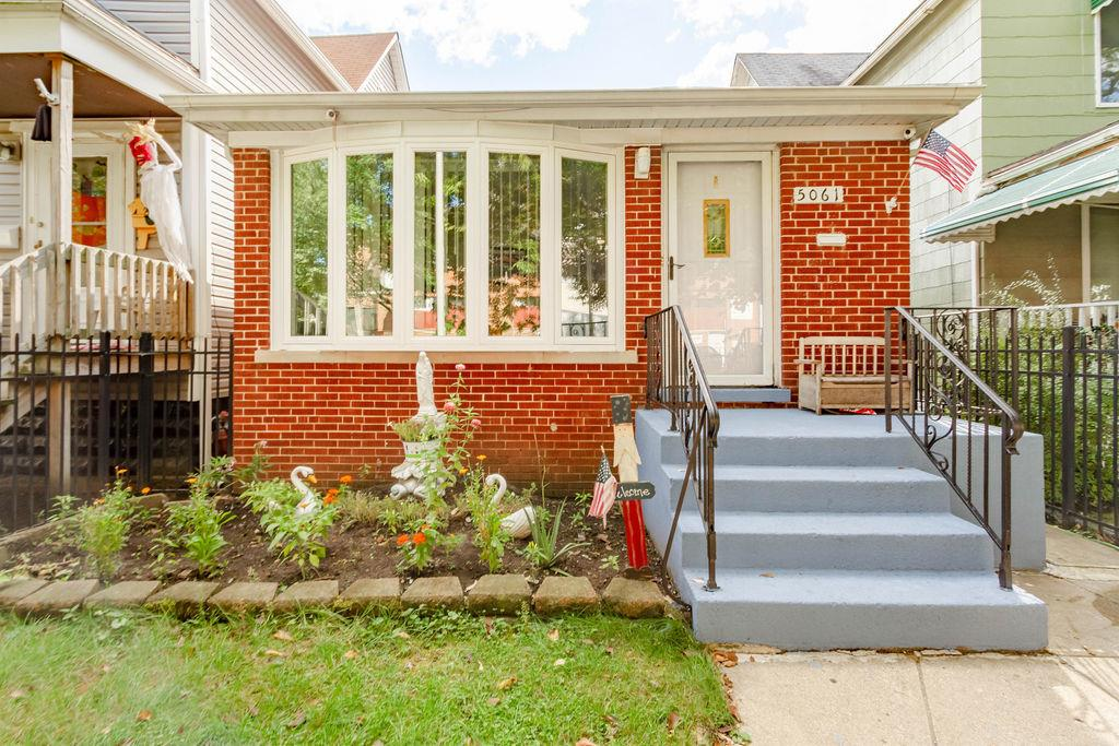 5061 N Kimberly Avenue, Chicago, IL 60630 - #: 10889396