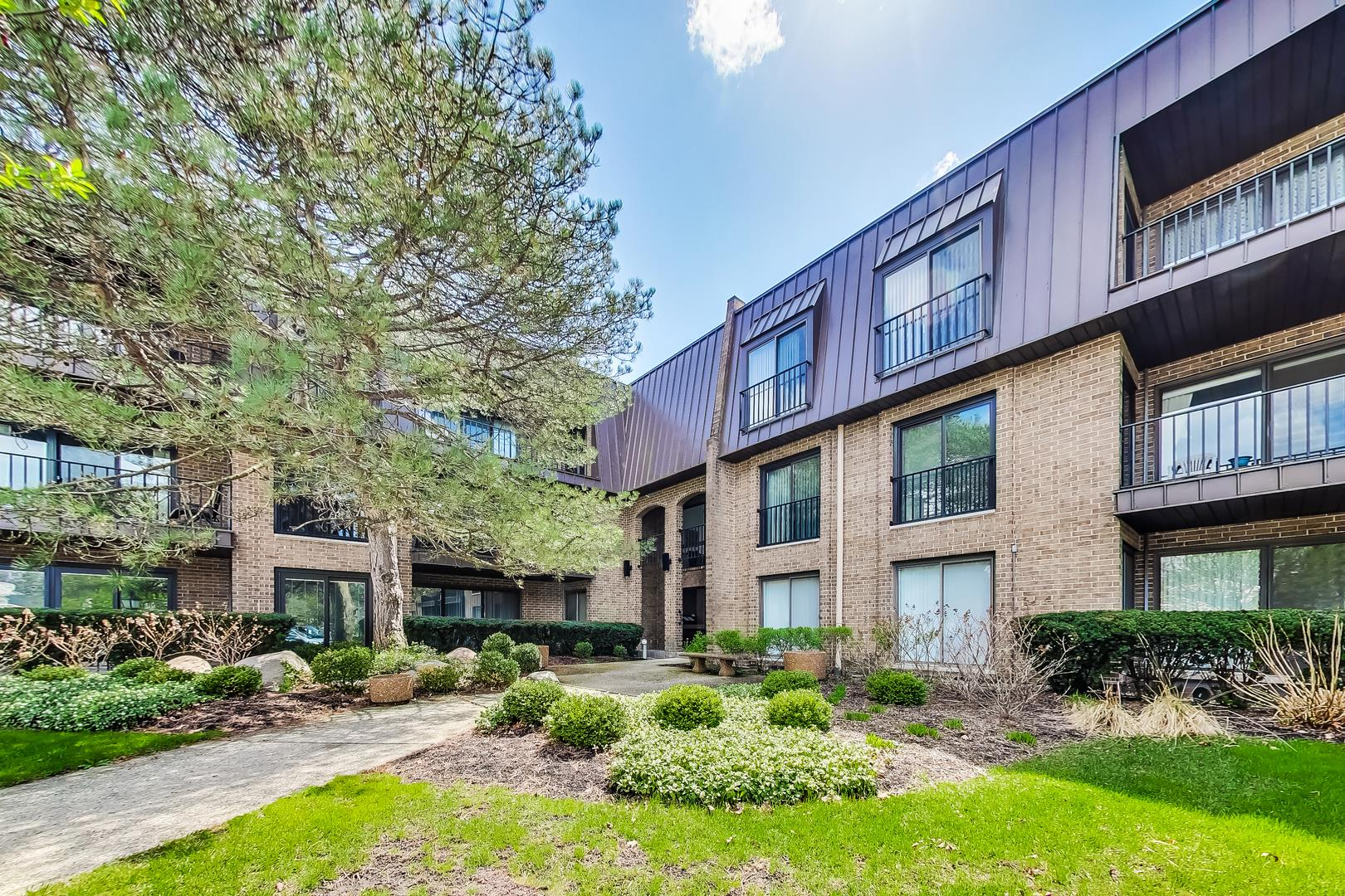 1 COURT OF HARBORSIDE Drive #203, Northbrook, IL 60062 - #: 11053397