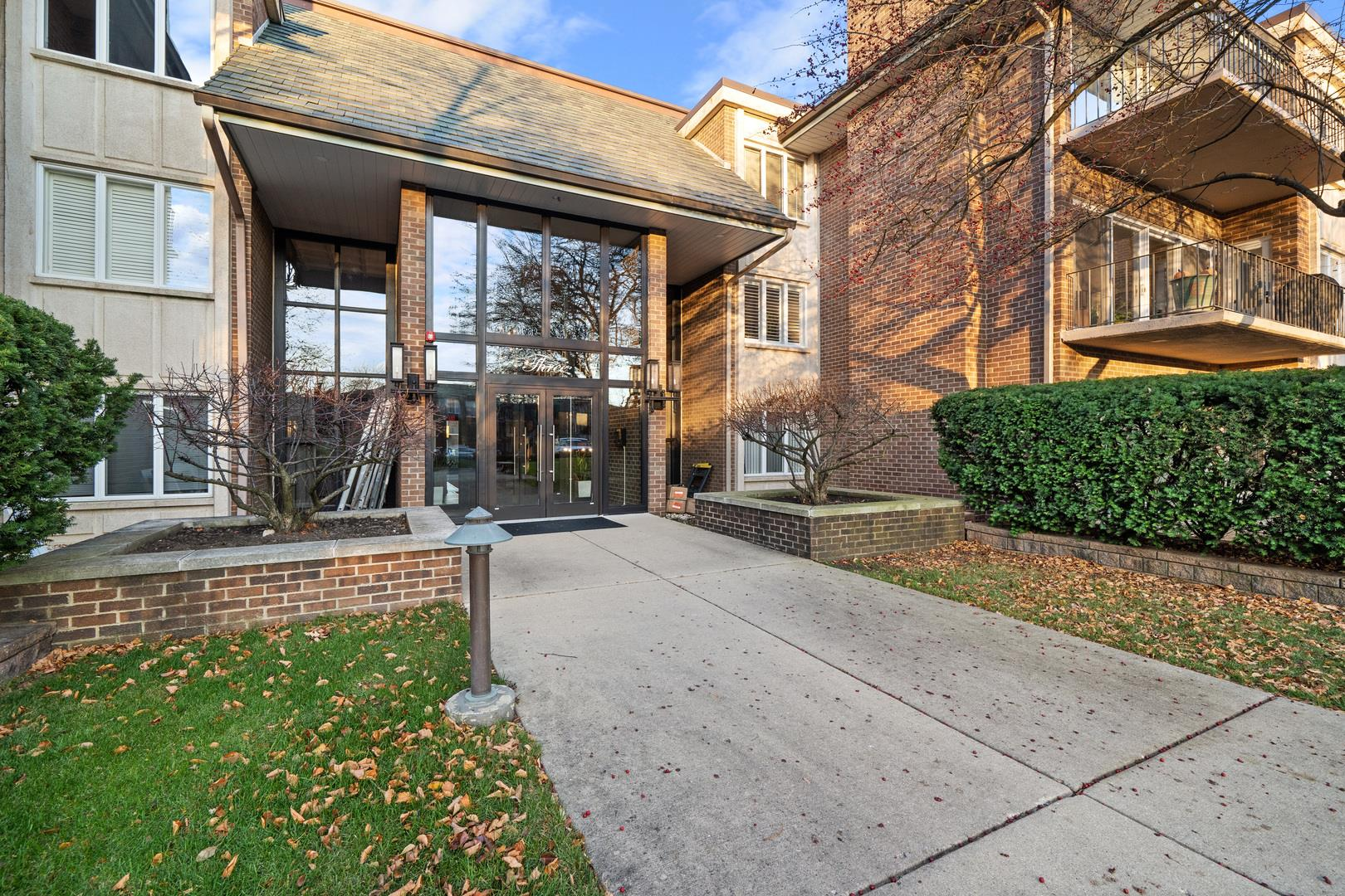 3 Oak Brook Club Drive #E205, Oak Brook, IL 60523 - #: 10939405