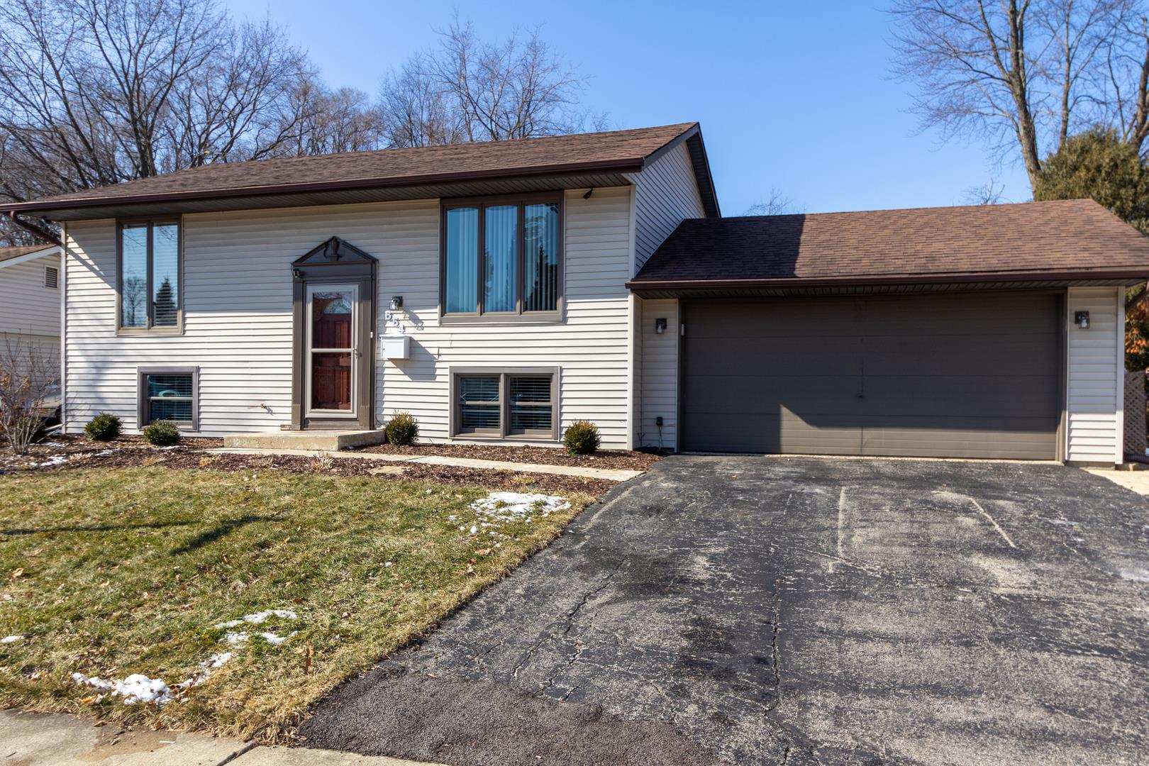 654 Springfield Drive, Roselle, IL 60172 - #: 10637424
