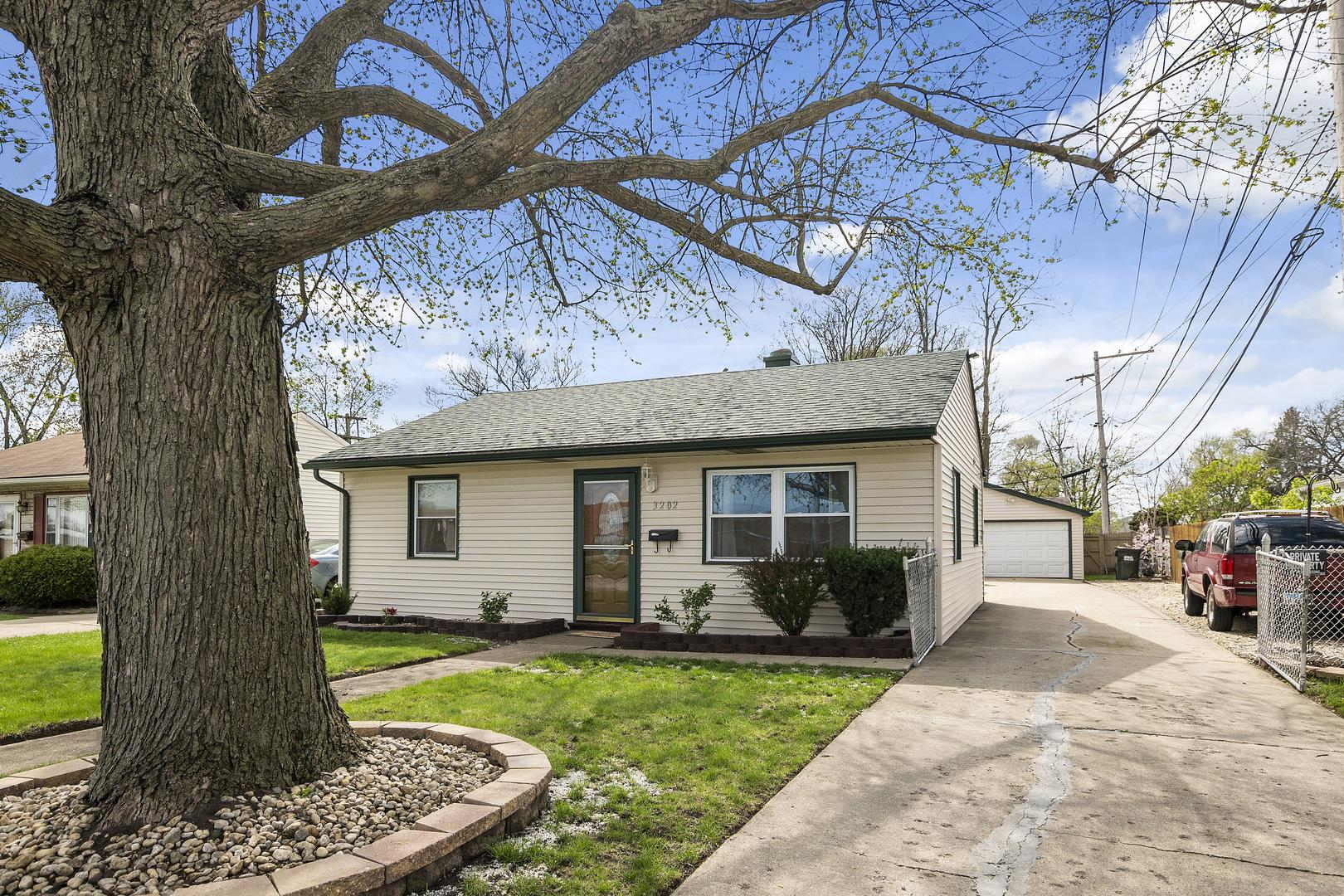 3202 Miller Avenue, South Chicago Heights, IL 60411 - #: 10976424