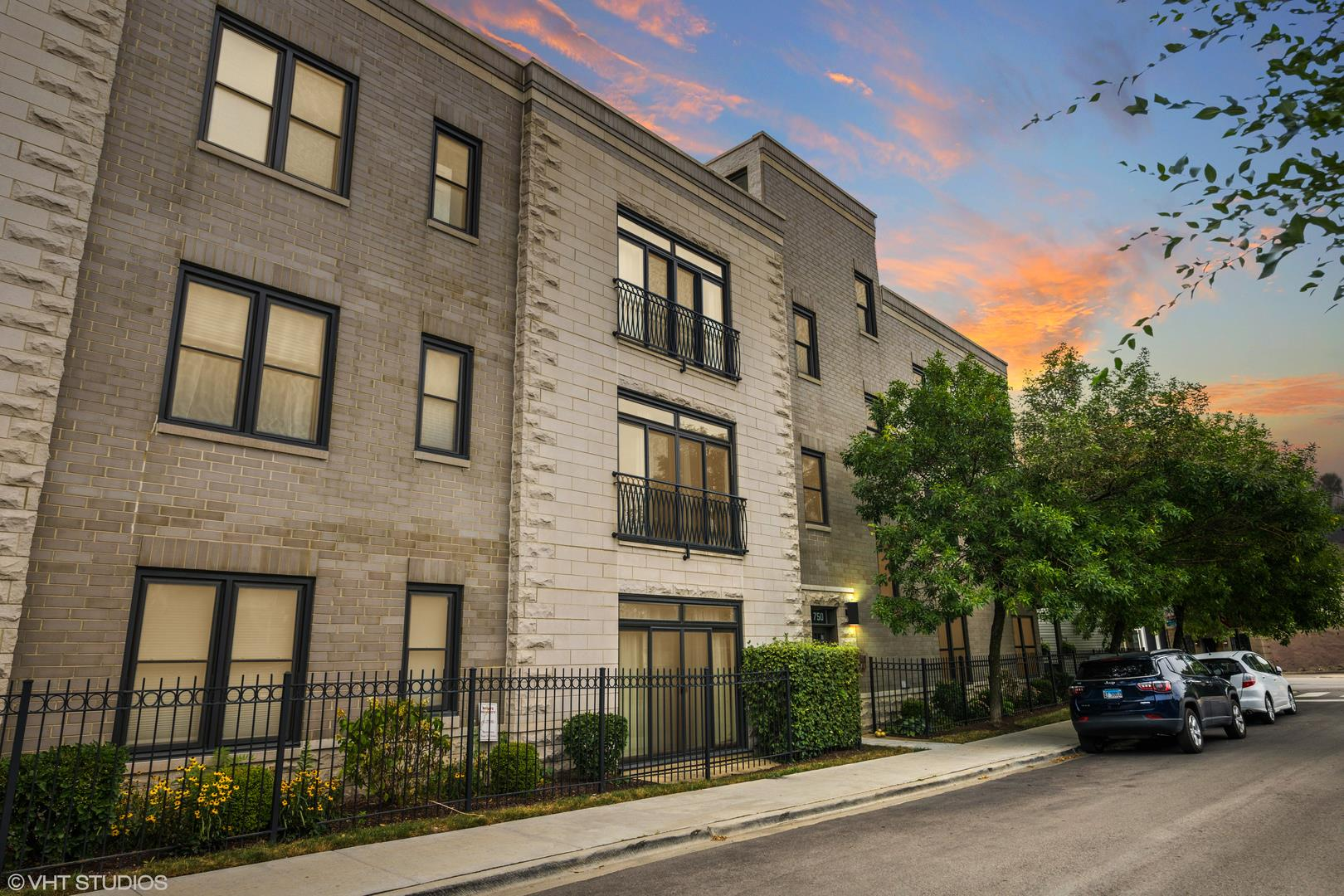 744 N WILLARD Court #301, Chicago, IL 60642 - #: 10852434