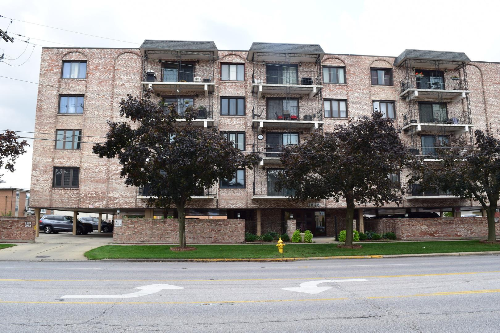 7525 W Lawrence Avenue #202, Harwood Heights, IL 60706 - #: 10888448