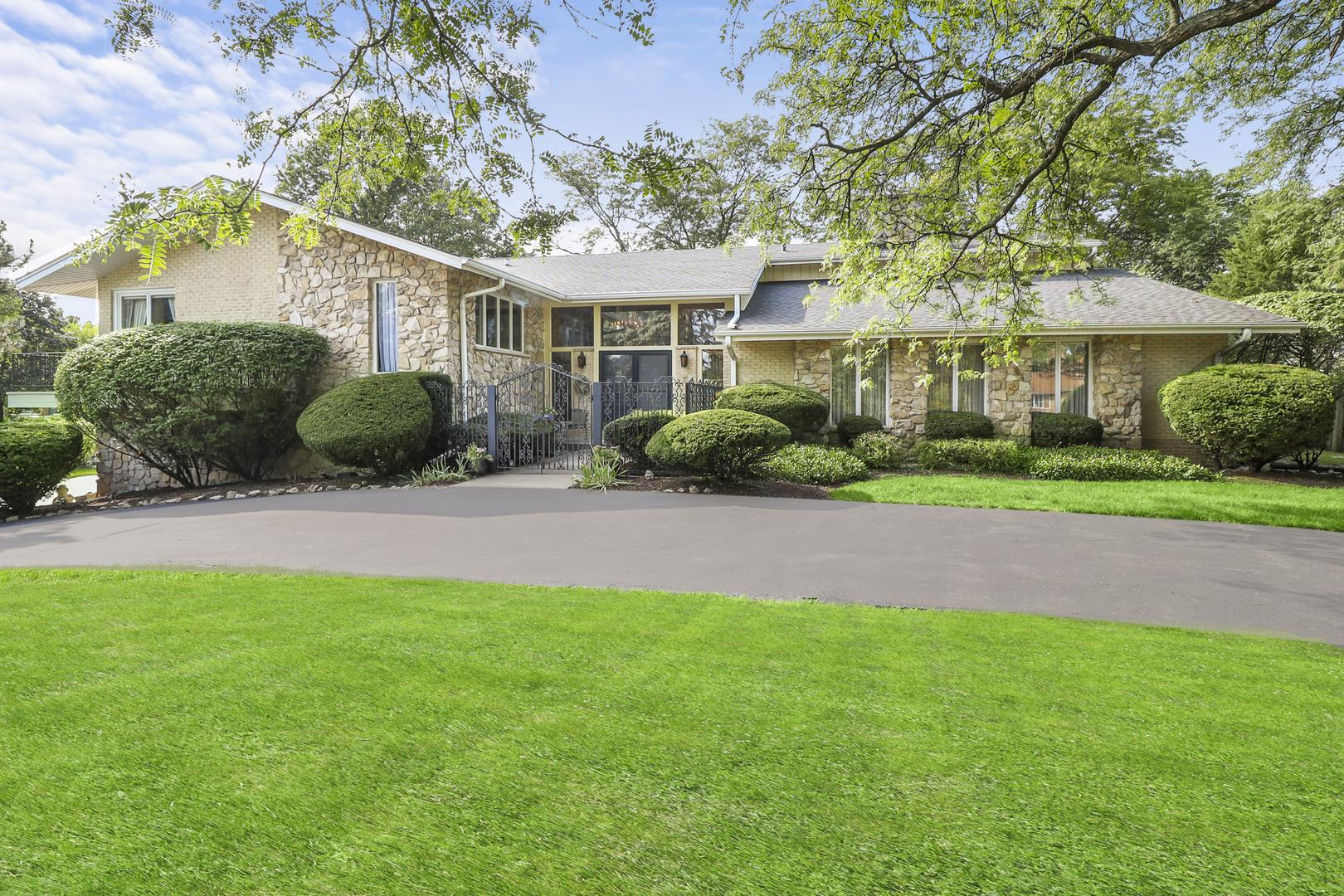 10 Cochise Court, Oak Brook, IL 60523 - #: 10856492