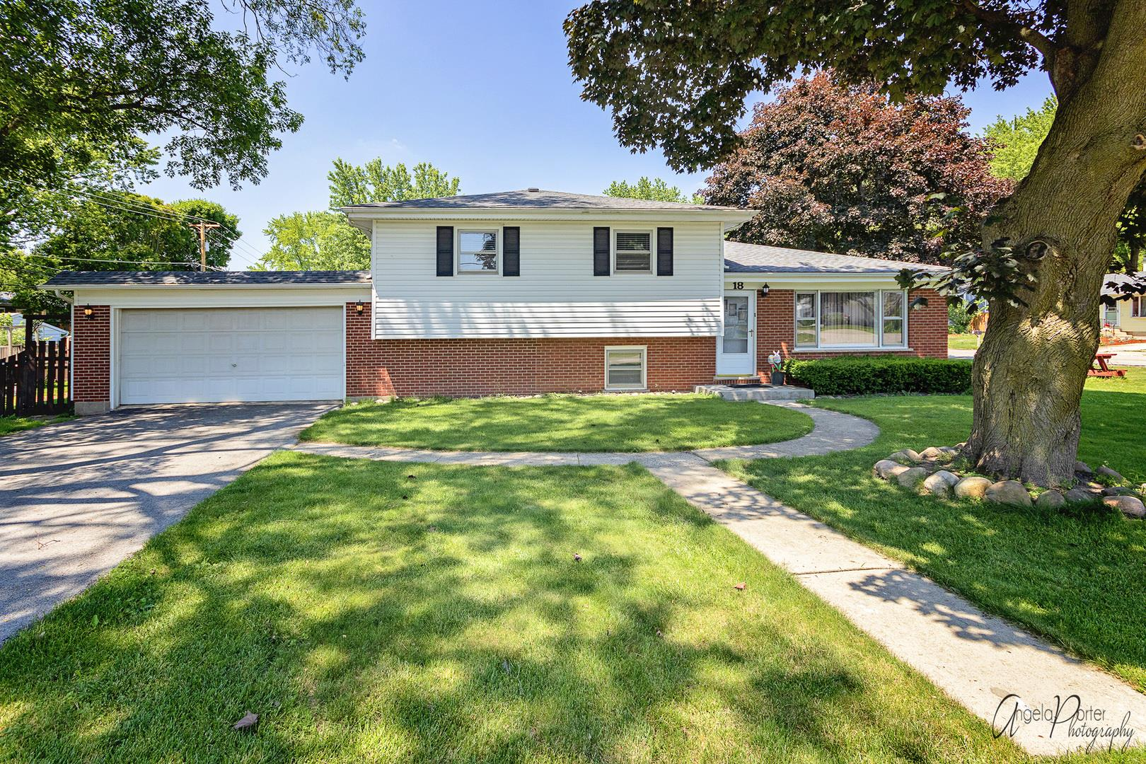 18 Lincoln Street, Lake in the Hills, IL 60156 - #: 10753495
