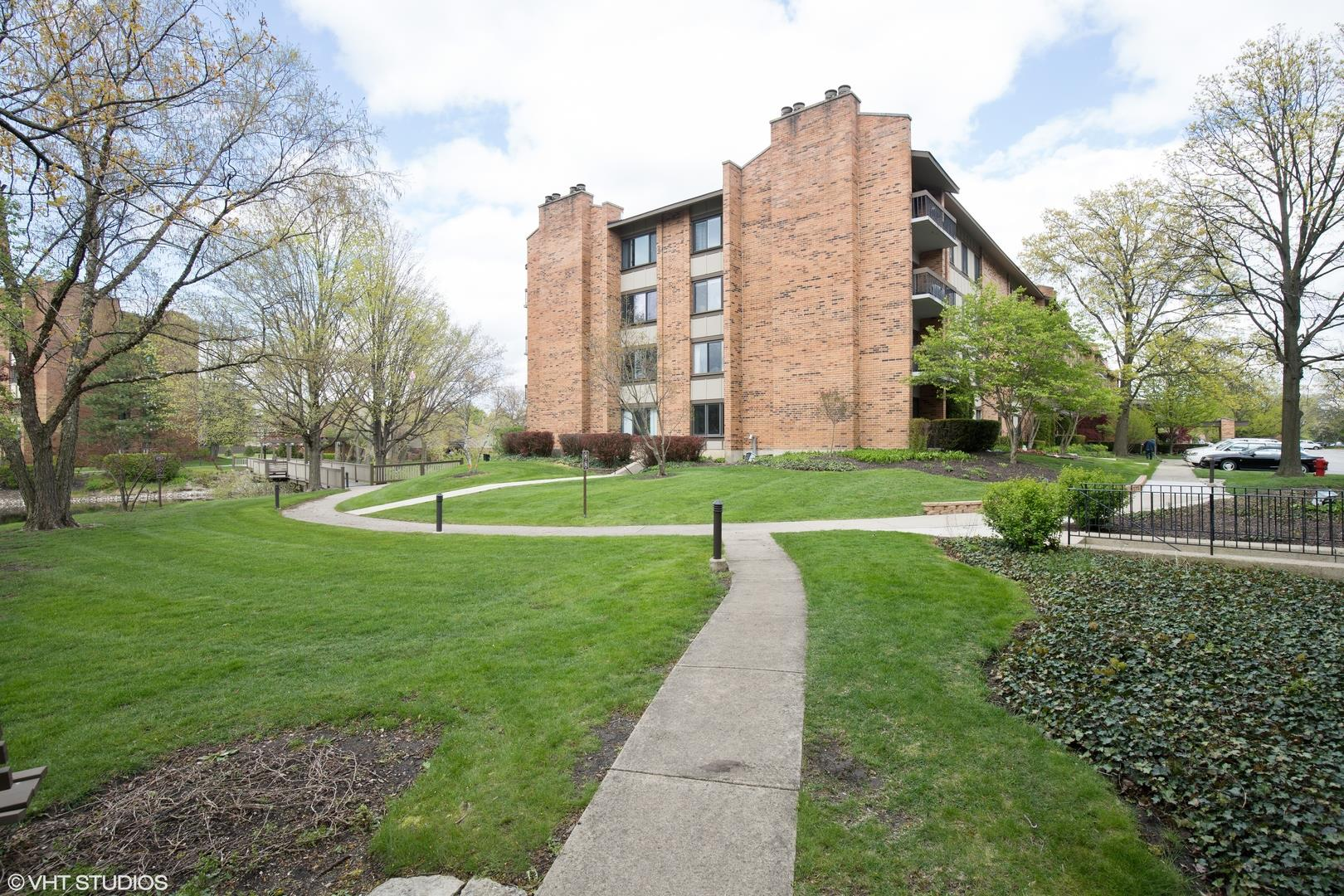 201 LAKE HINSDALE Drive #312, Willowbrook, IL 60527 - #: 10719522