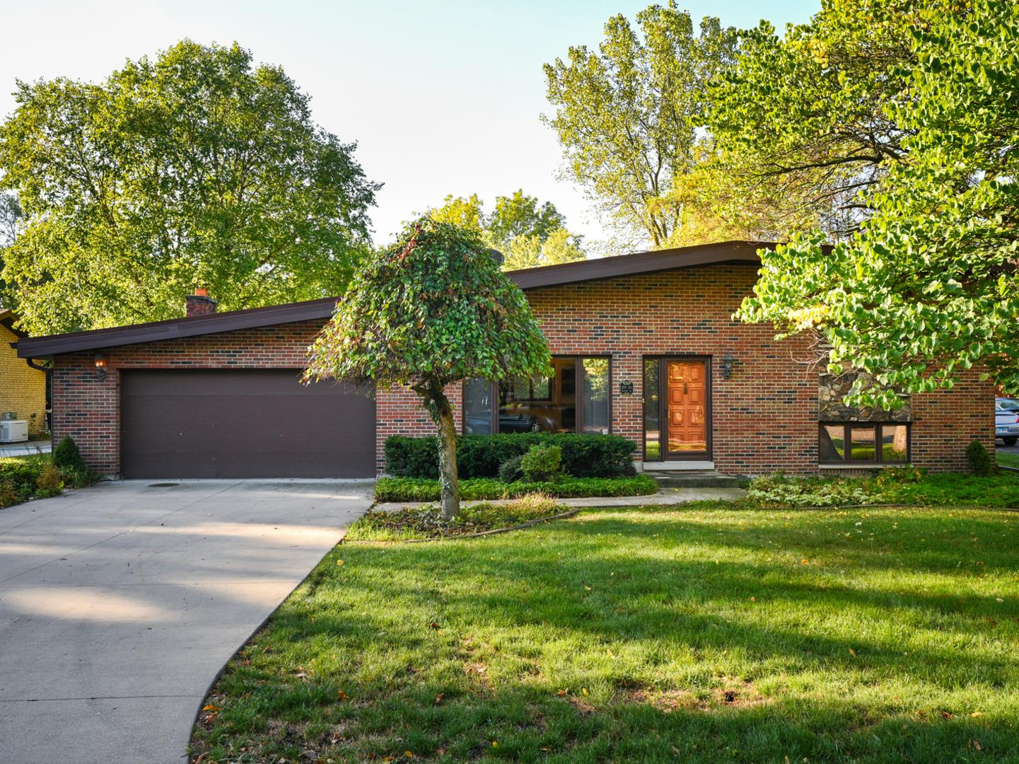 22W181 2nd Street, Glen Ellyn, IL 60137 - #: 10886534
