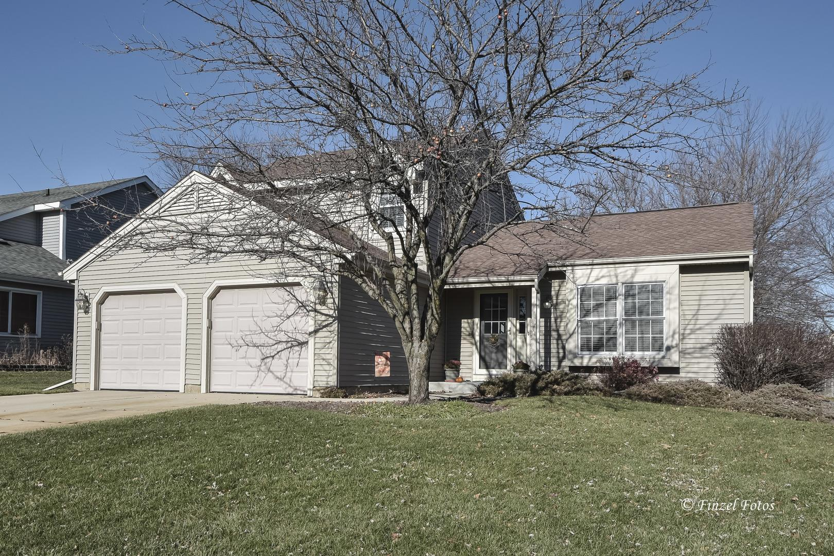 1098 Plum Tree Drive, Crystal Lake, IL 60014 - #: 10934551