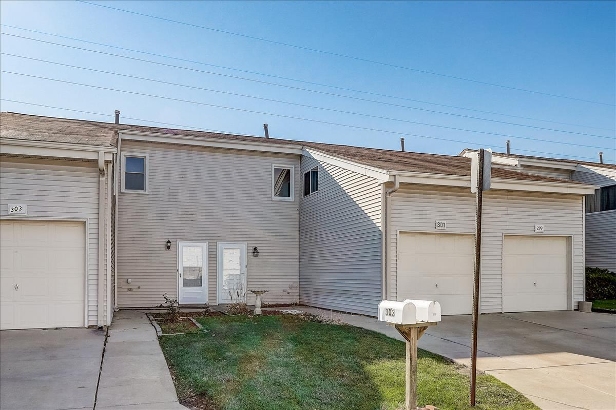 301 E Alpine Drive, Glendale Heights, IL 60139 - #: 10935618
