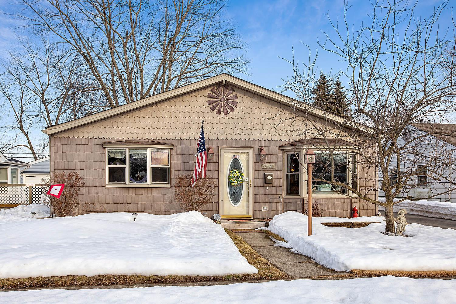 3221 Fairview Avenue, South Chicago Heights, IL 60411 - #: 11005639