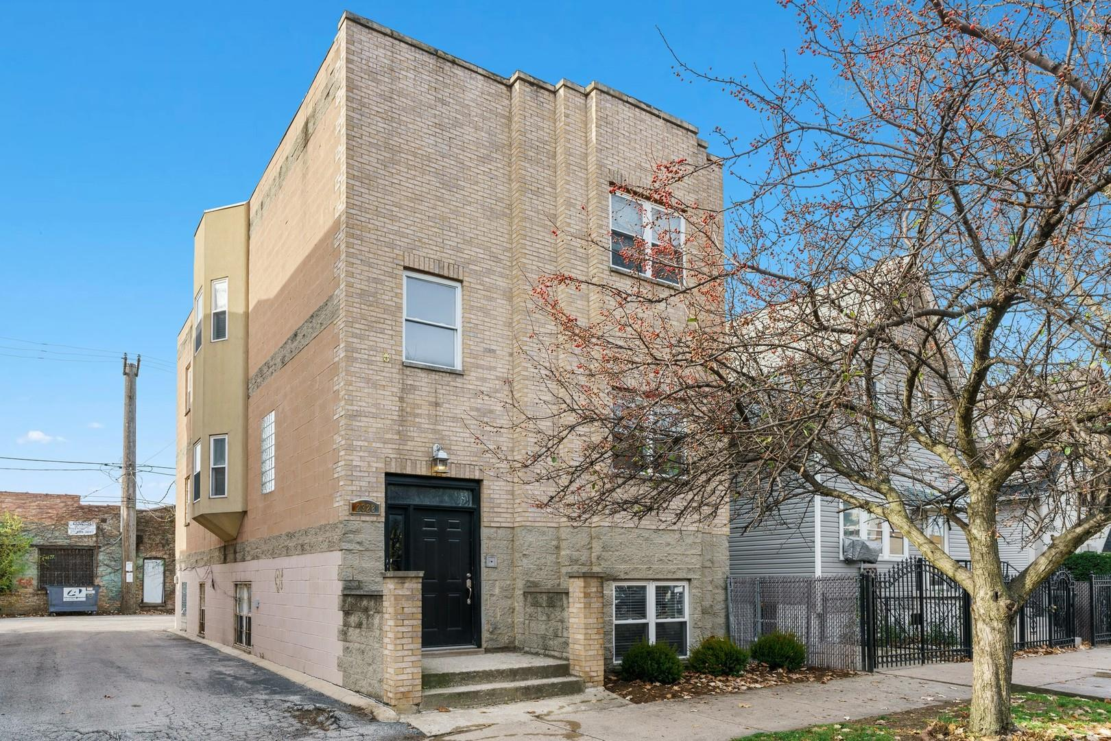 2328 N ROCKWELL Street, Chicago, IL 60647 - #: 11014745