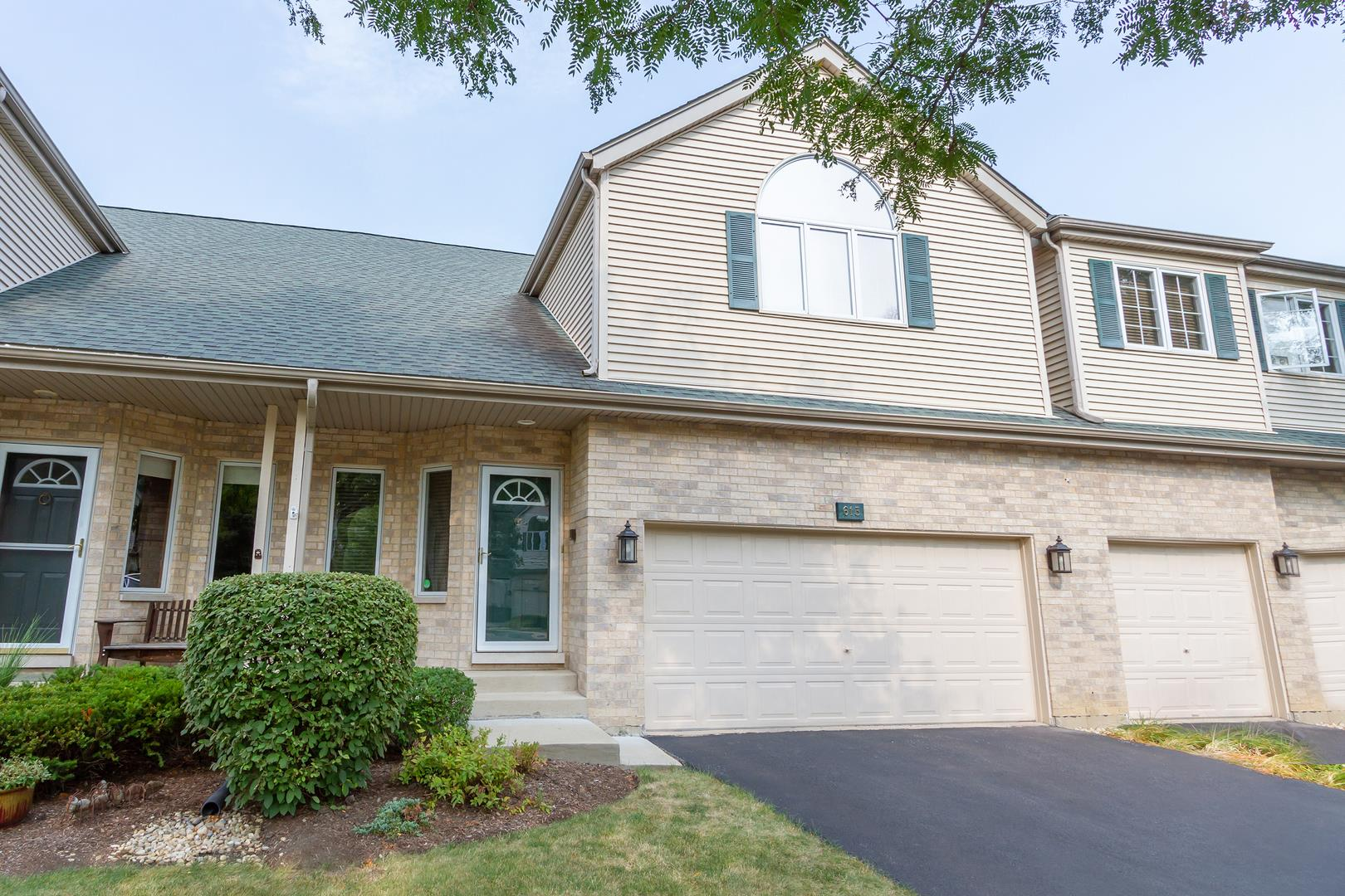 613 CHARLEMAGNE Circle, Roselle, IL 60172 - #: 10981752