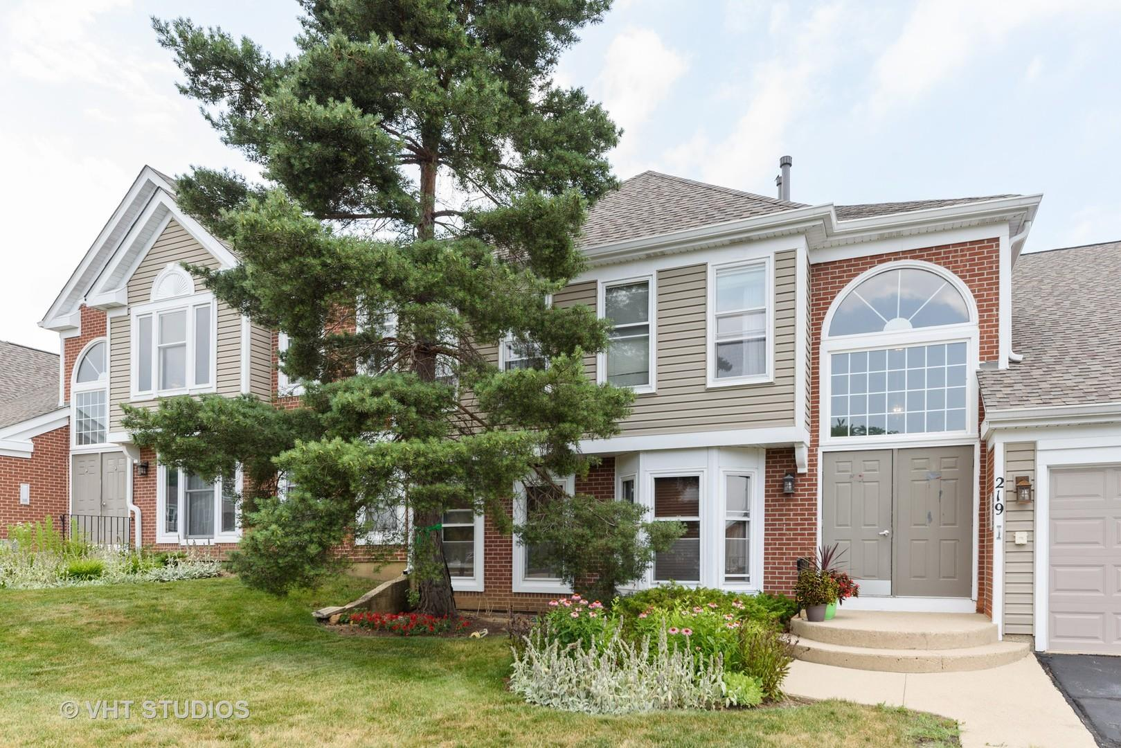 219 University Lane #B, Elk Grove Village, IL 60007 - #: 10883758