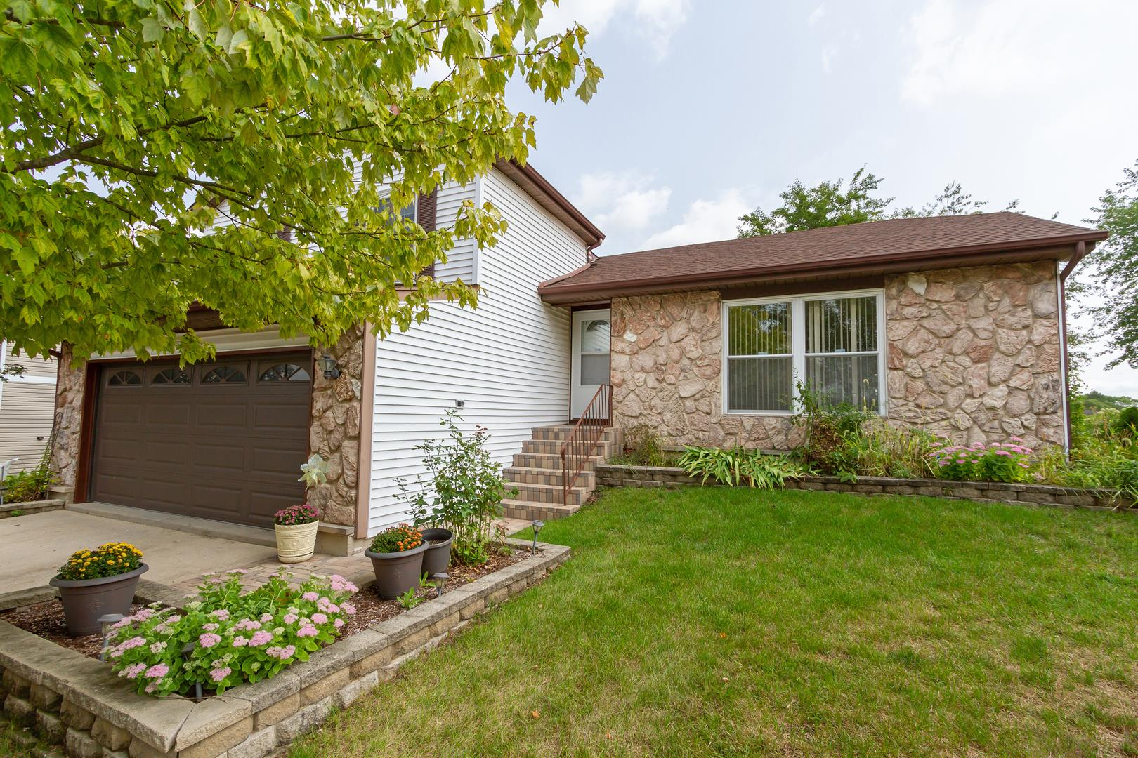 9 Sandhurst Court, Streamwood, IL 60107 - #: 10859762