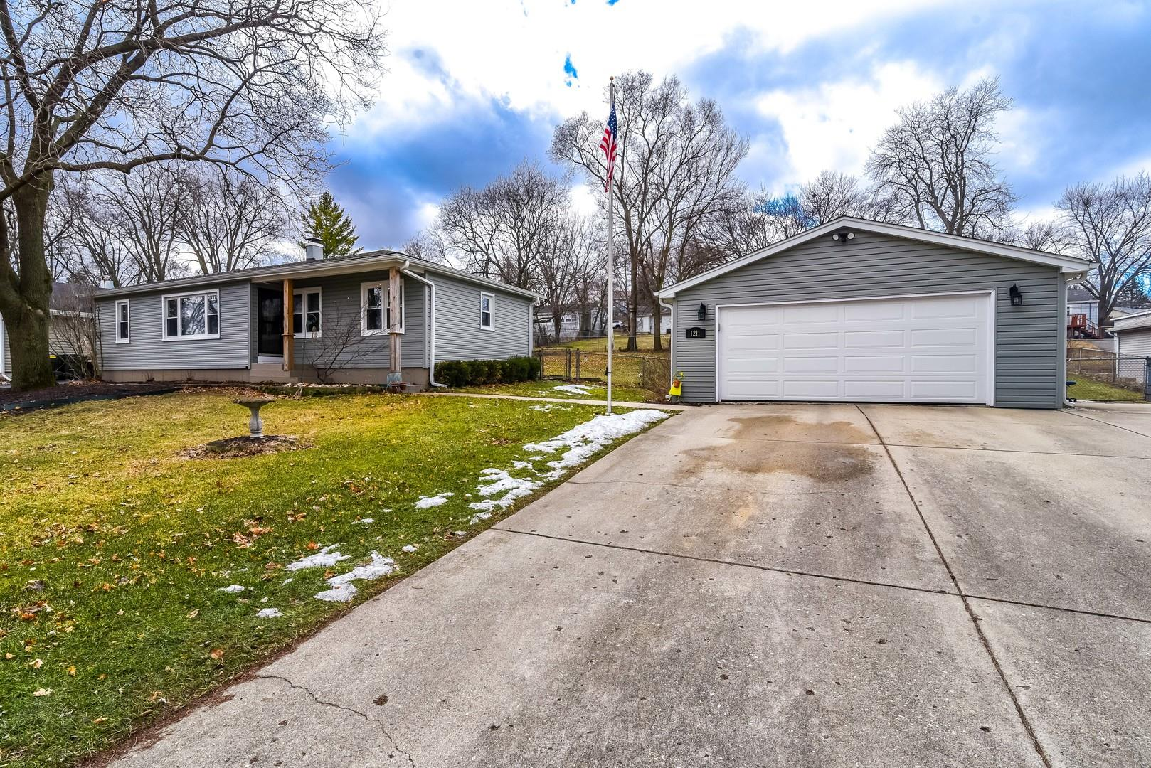 1211 Burr Street, Lake in the Hills, IL 60156 - #: 10964766
