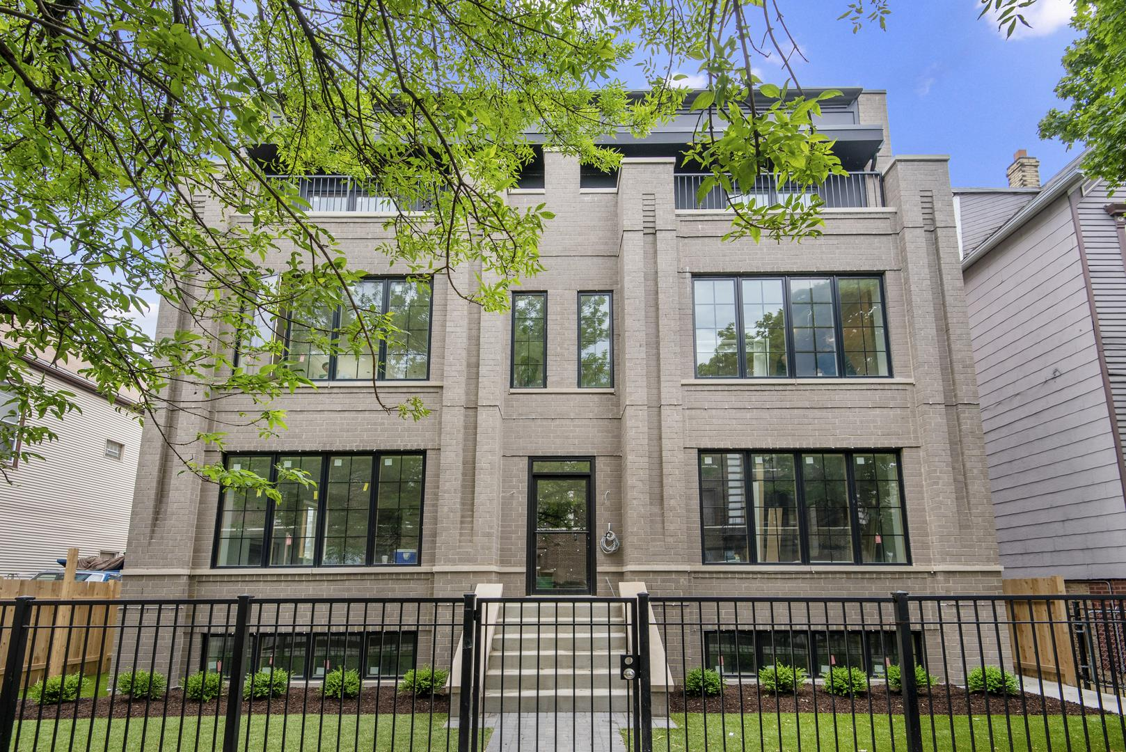 1517 W Barry Avenue #2W, Chicago, IL 60657 - #: 10876776