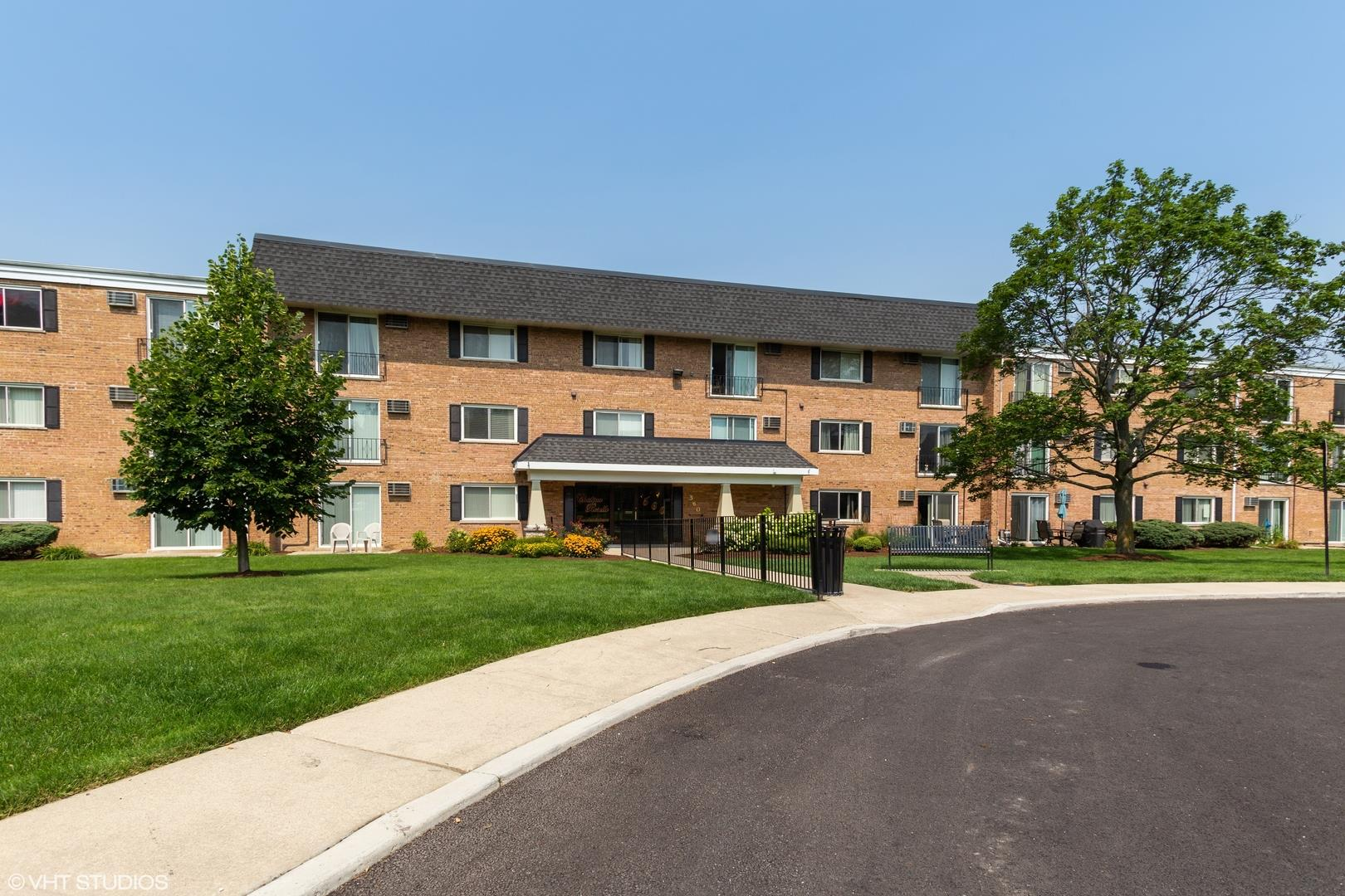 560 Lawrence Avenue #302, Roselle, IL 60172 - #: 11171807